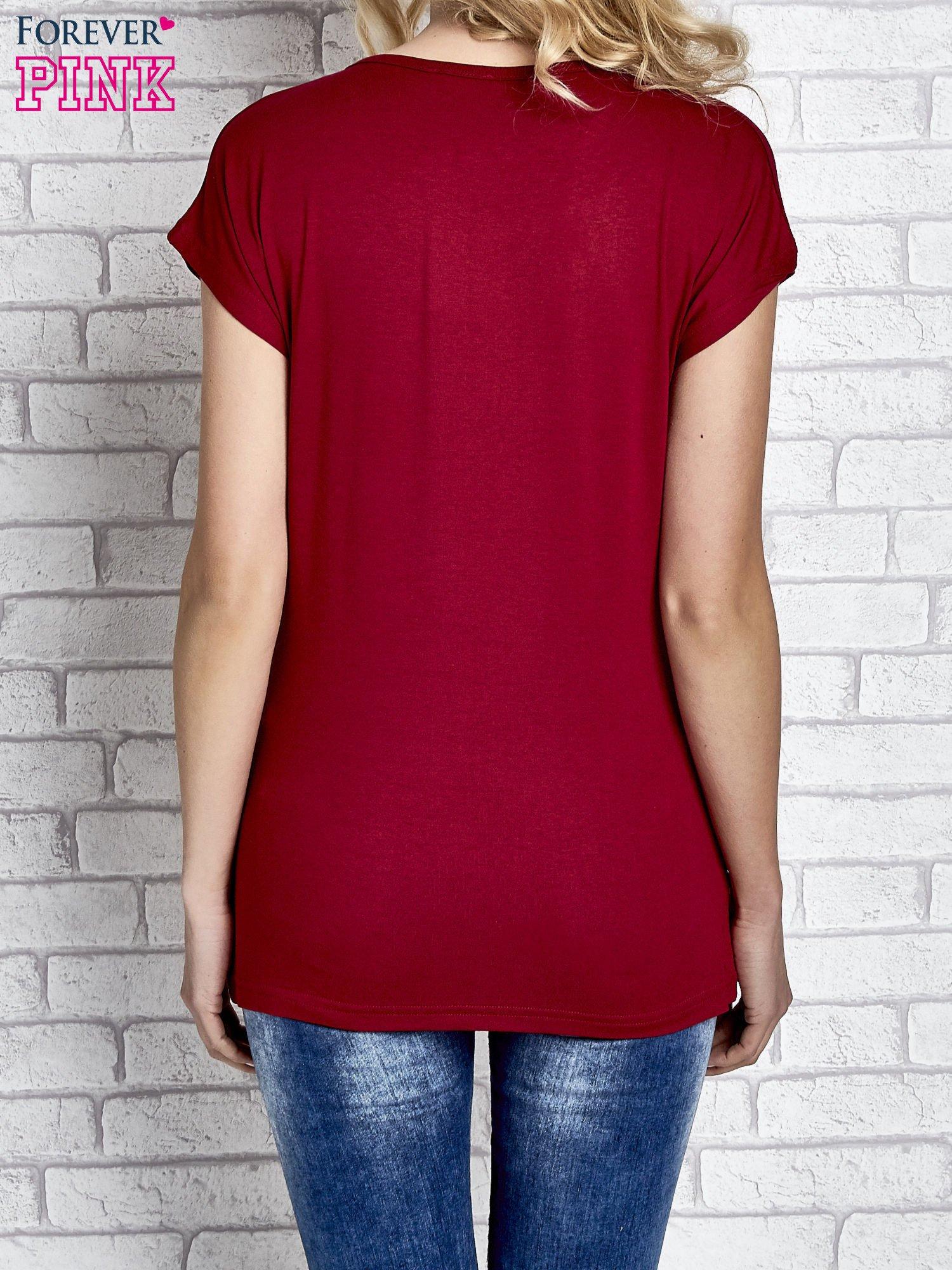 Czerwony t-shirt z napisem I AM CHOCOHOLIC BABY                                  zdj.                                  4