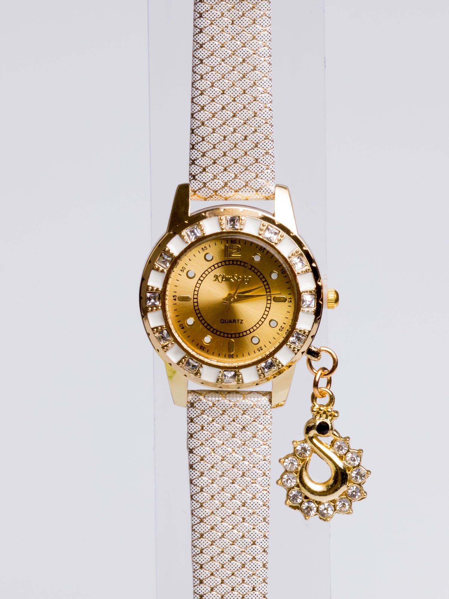 Delikatny damski zegarek z wisiorkiem celebrytką z cyrkoniami                                  zdj.                                  2