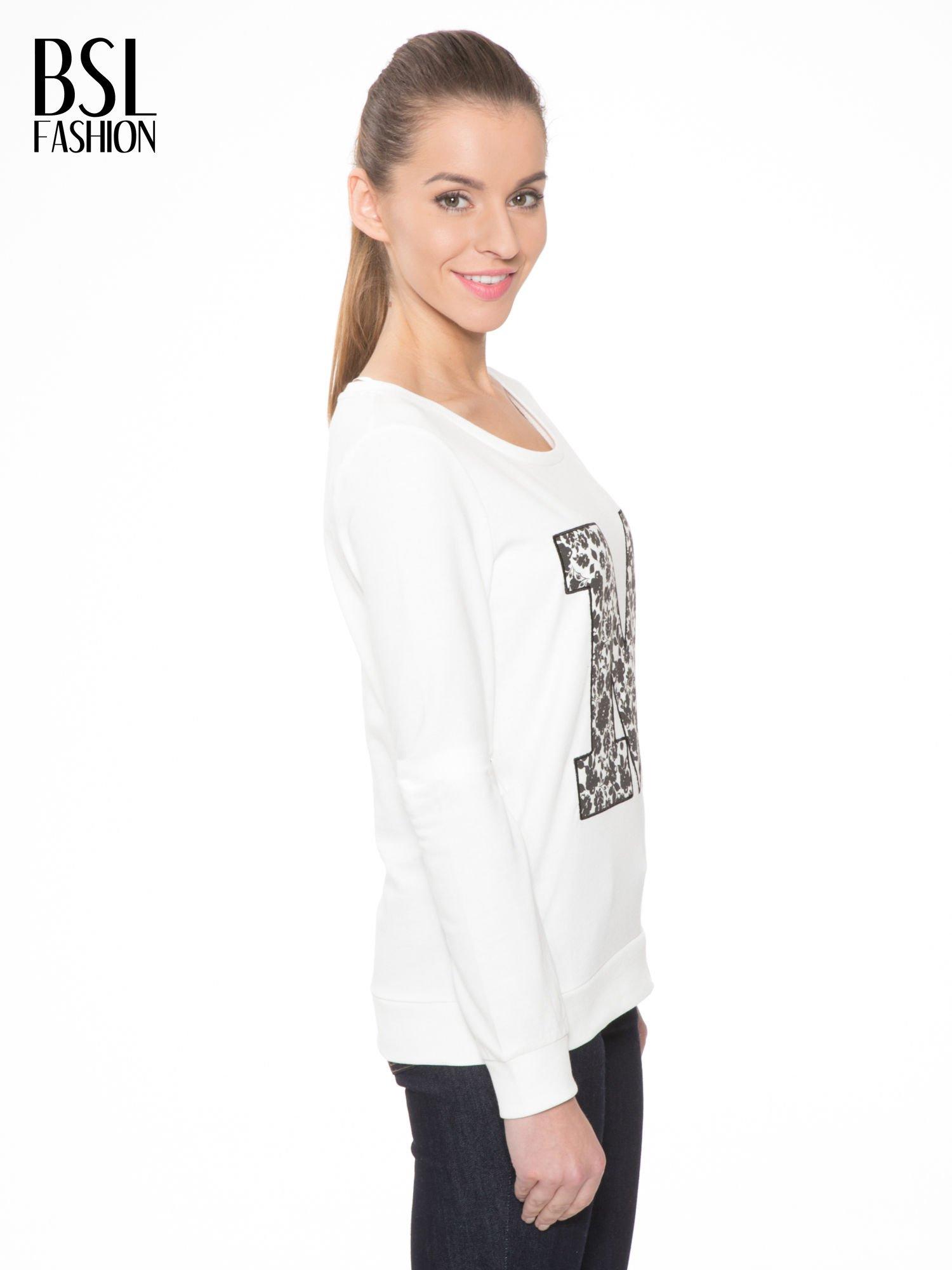 Ecru bluza z kwiatowym nadrukiem litery M                                  zdj.                                  3