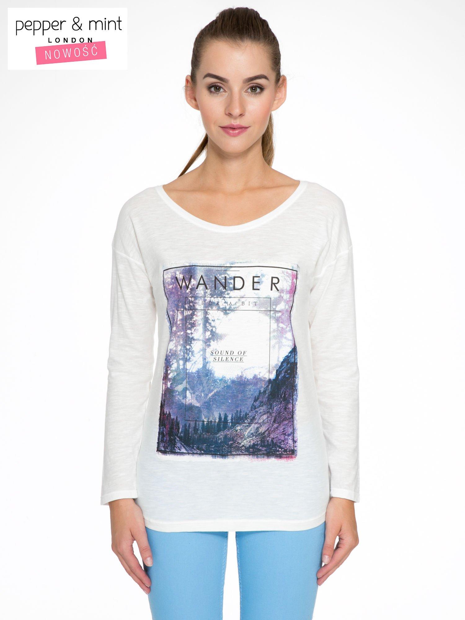 Ecru bluzka z nadrukiem krajobrazu i napisem WANDER                                  zdj.                                  1