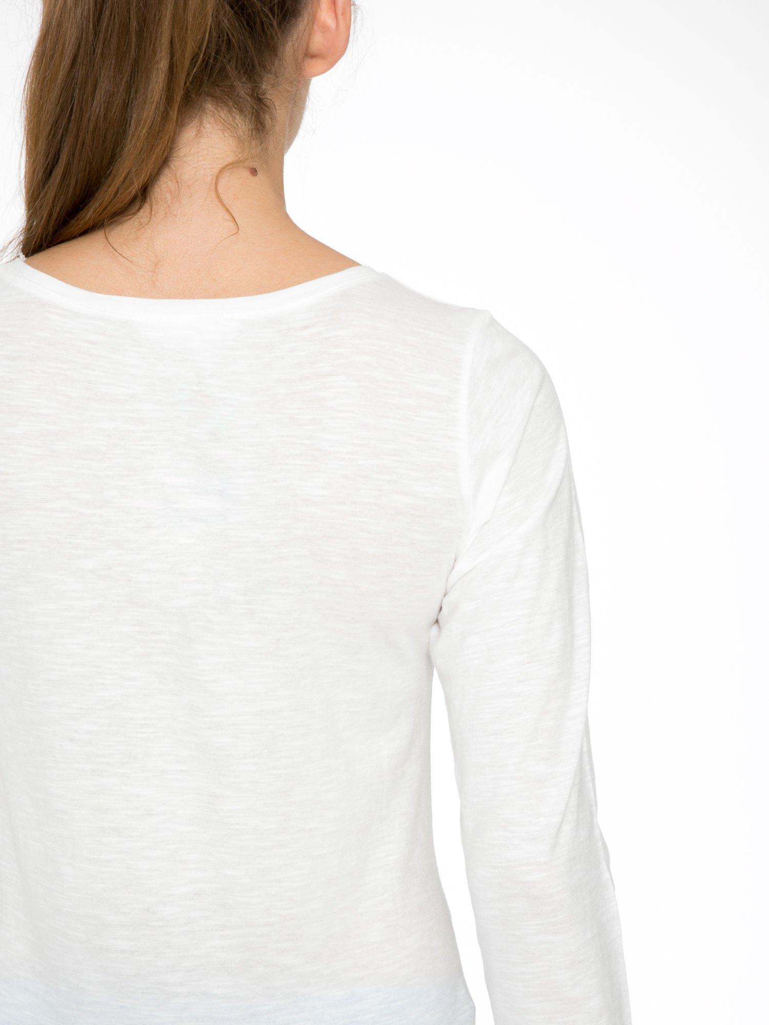 Ecru bluzka z nadrukiem pudli i napisem LOOK AFTER YOUR FRIENDS                                  zdj.                                  10