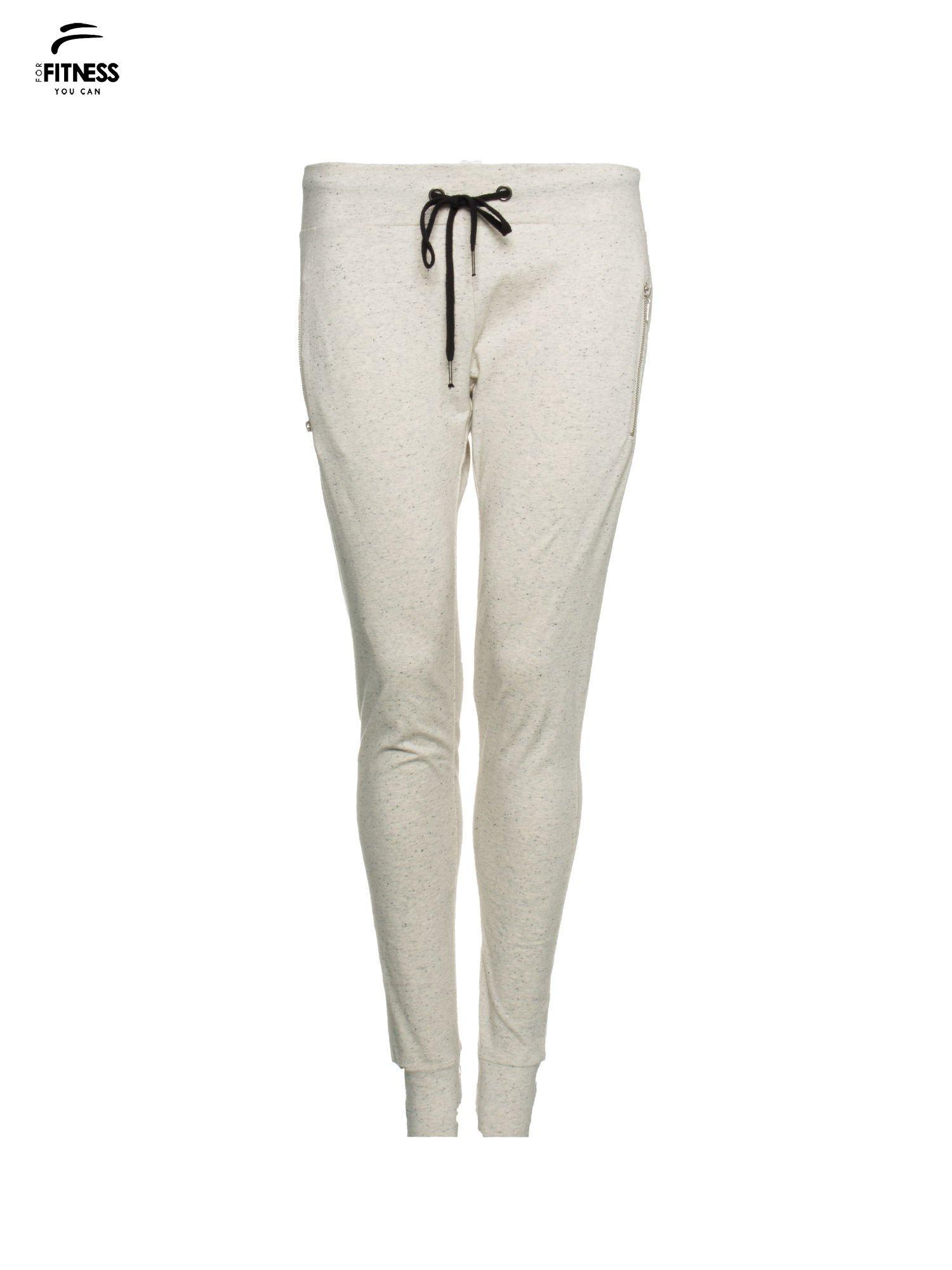 Ecru melanżowe spodnie dresowe z kieszeniami na zamek                                  zdj.                                  5