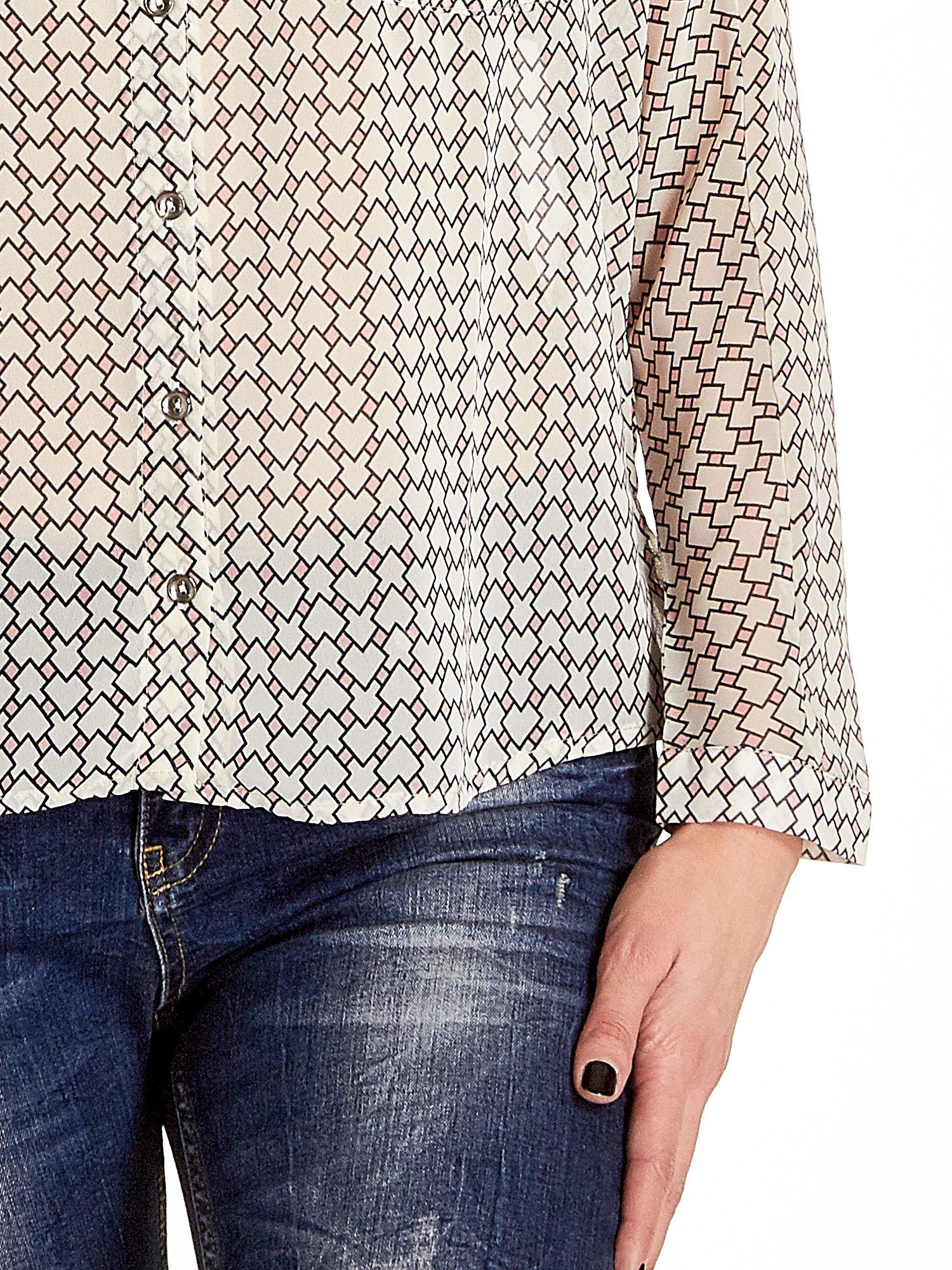 Ecru-różowa koszula w geometryczne wzory                                  zdj.                                  5