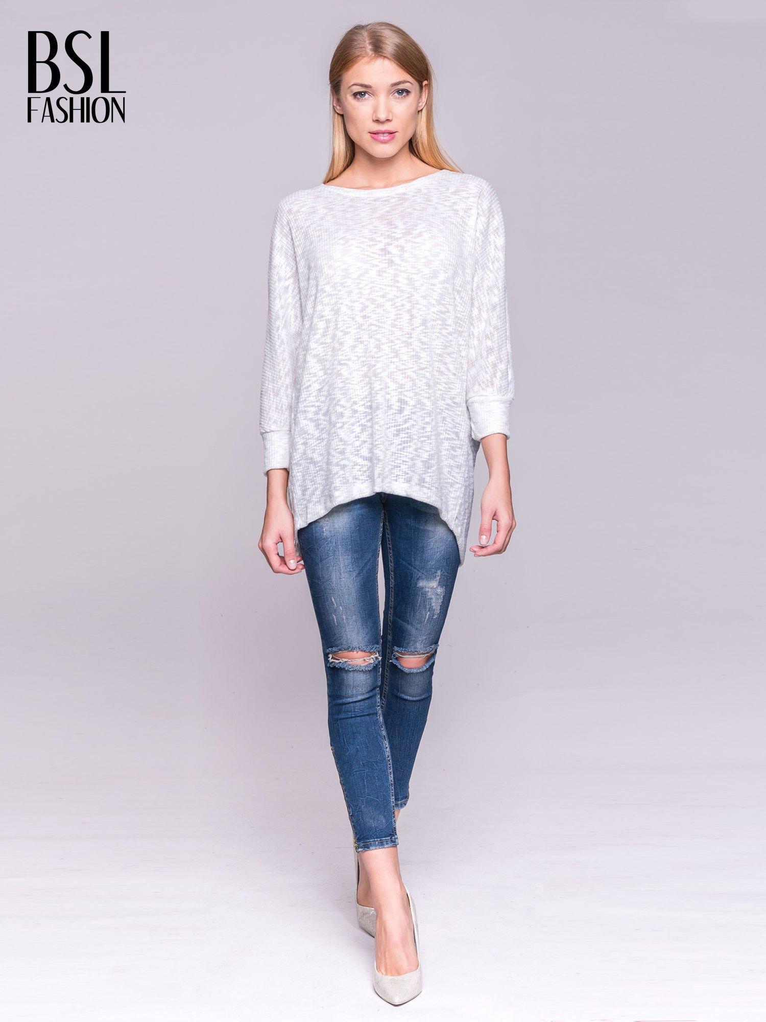Ecru sweter z rozcięciem na plecach                                  zdj.                                  2