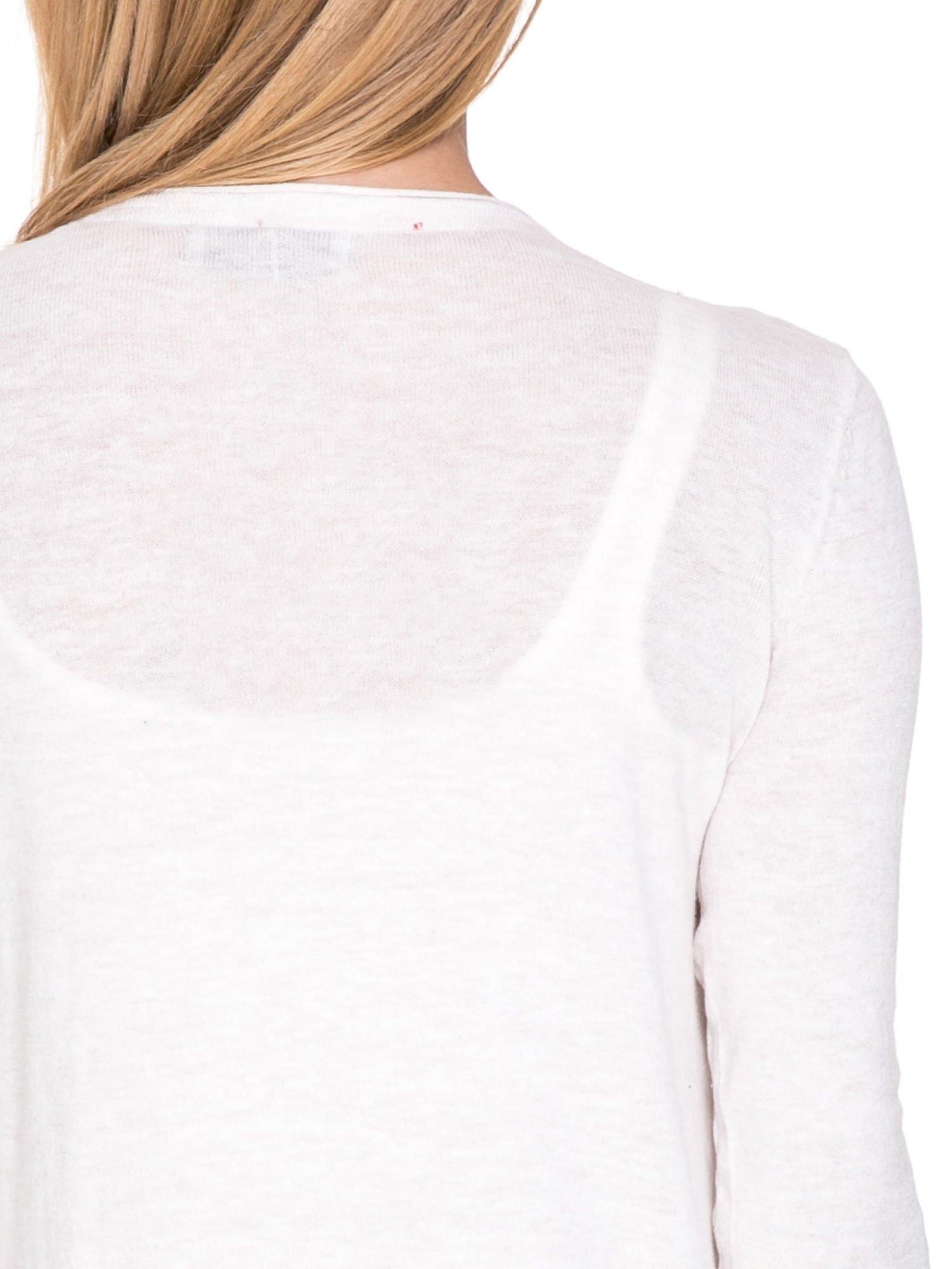 Ecru sweterek kardigan o kaskadowym fasonie                                  zdj.                                  7