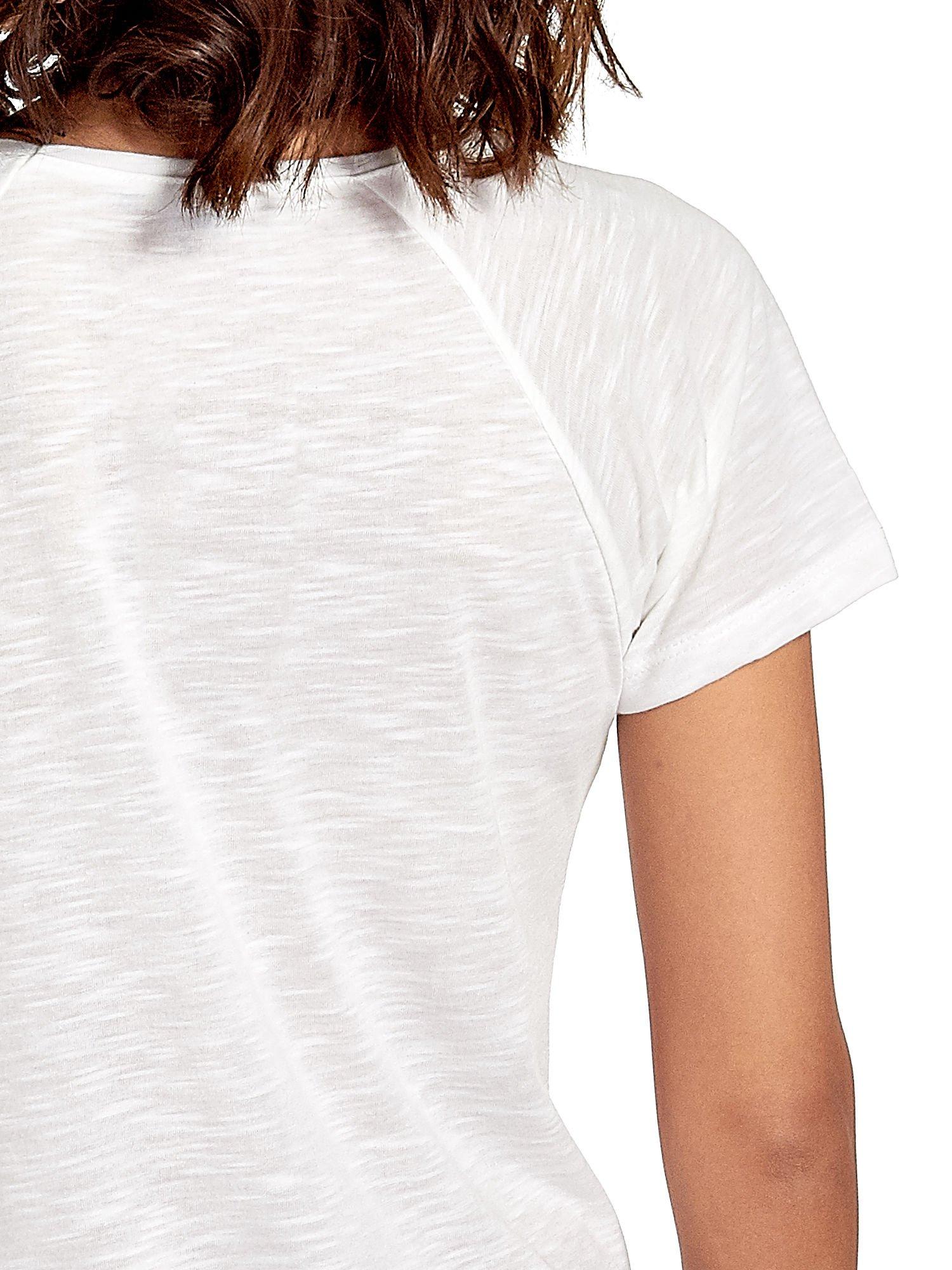 Ecru t-shirt z kwiatowym nadrukiem i napisem UNREAL                                  zdj.                                  6