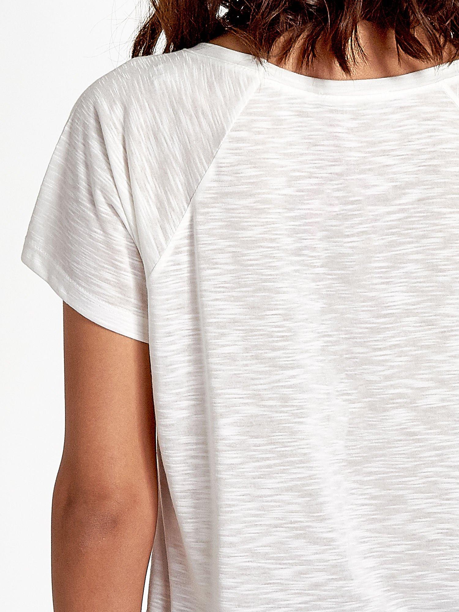 Ecru t-shirt z motywem muzycznym                                  zdj.                                  6