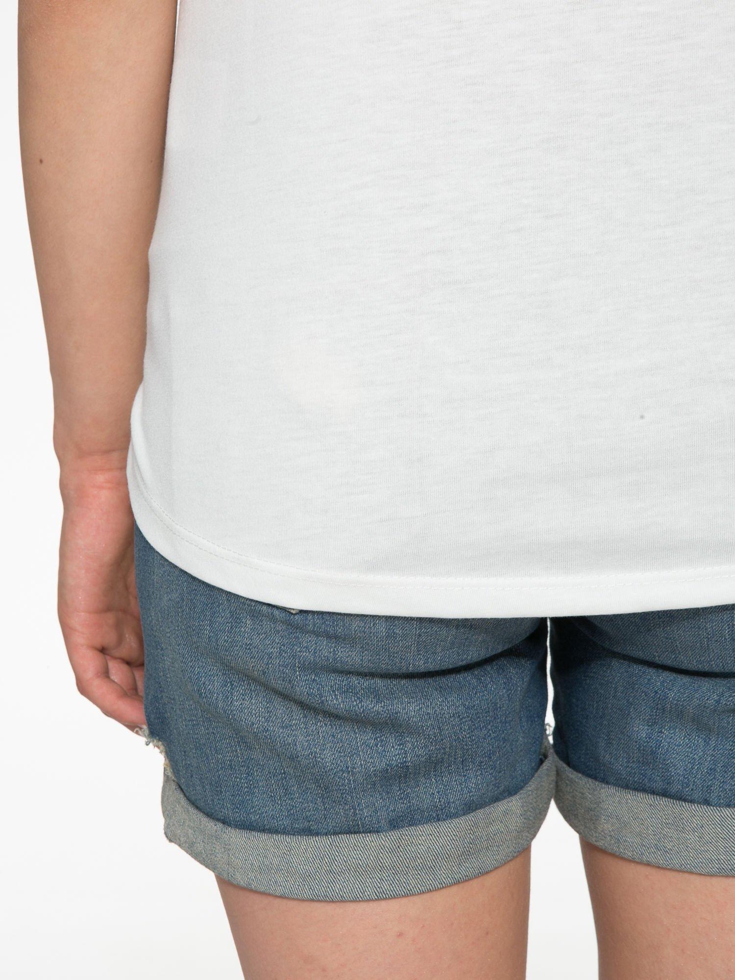 Ecru t-shirt z nadrukiem wieży Eiffla                                  zdj.                                  11