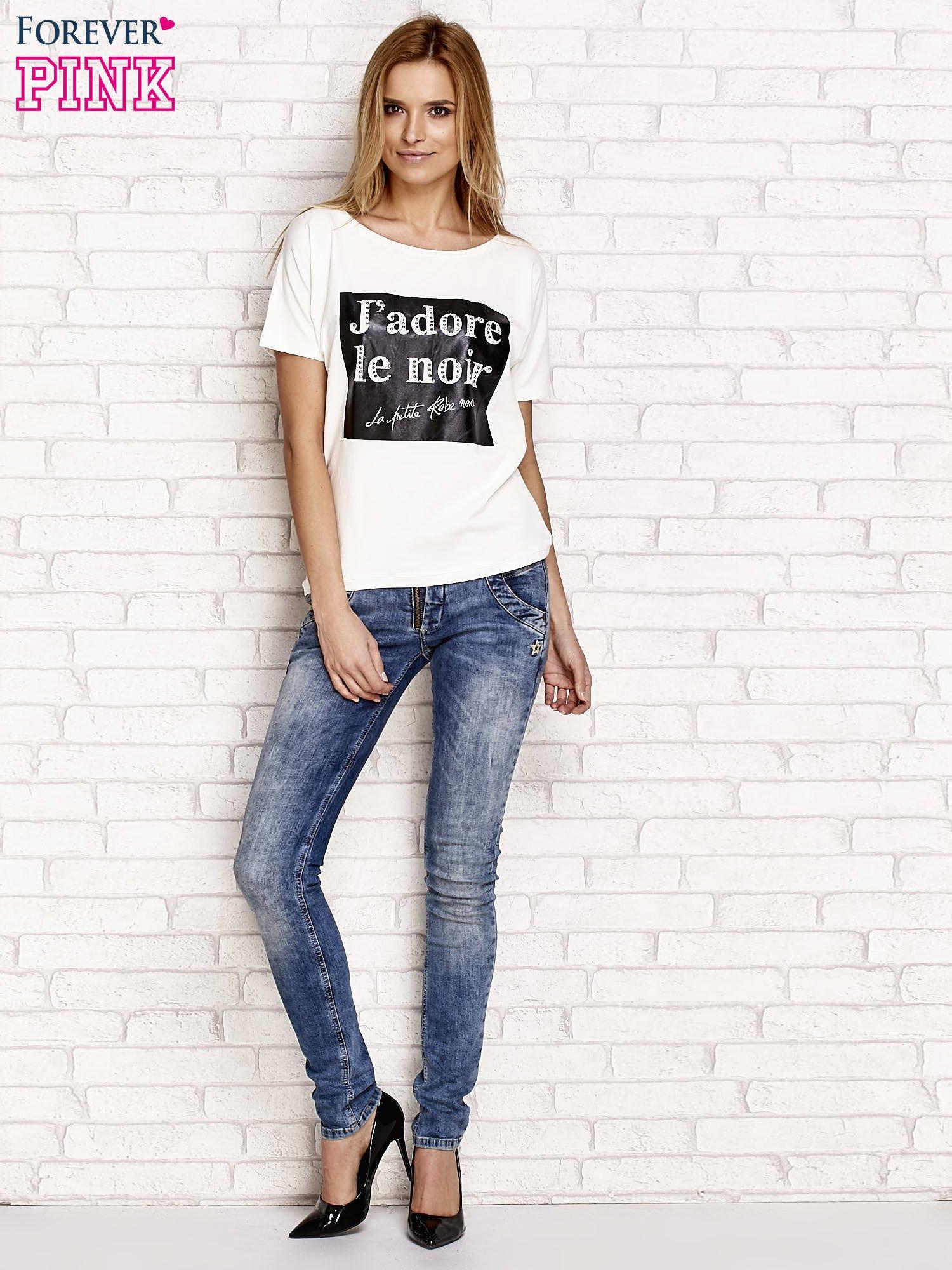 Ecru t-shirt z napisem J'ADORE LE NOIR                                  zdj.                                  4