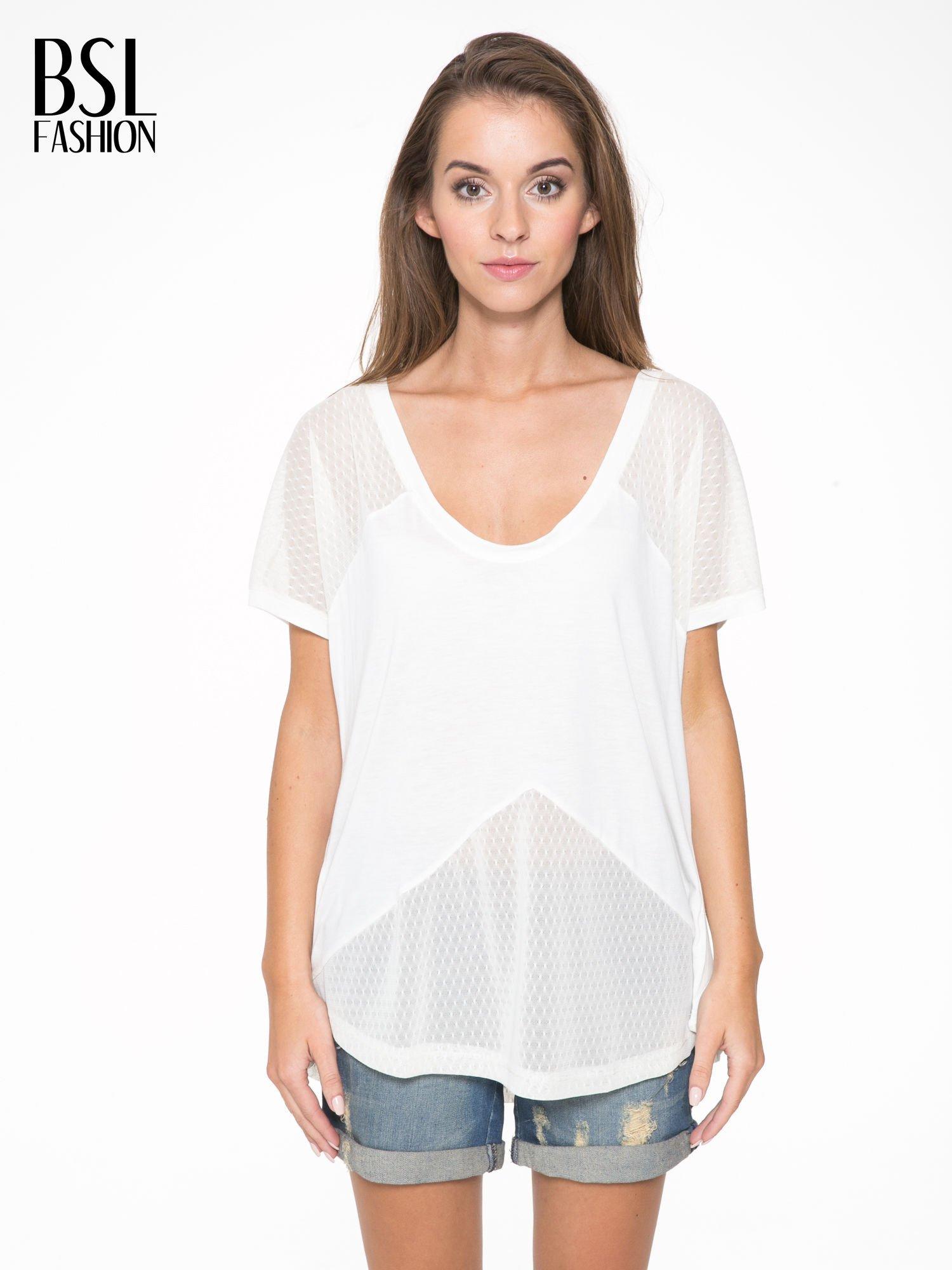 Ecru t-shirt z siateczkowymi wstawkami                                  zdj.                                  1