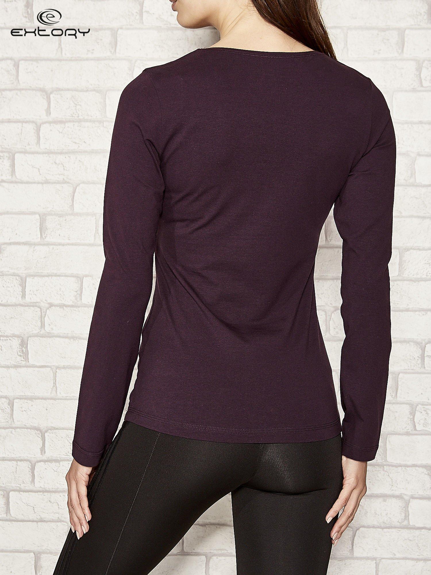 Fioletowa bluzka sportowa z dekoltem V                                  zdj.                                  3