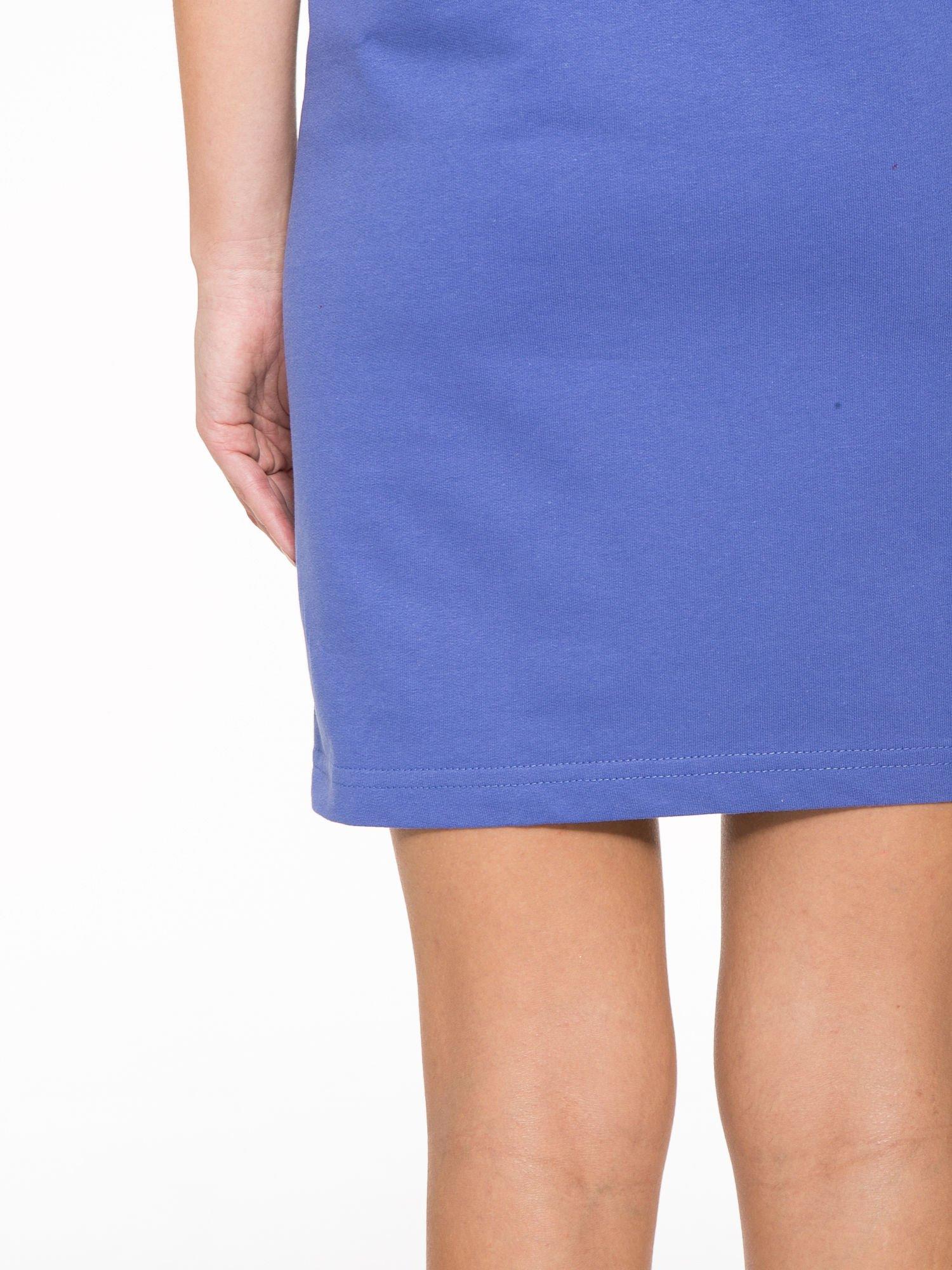 Fioletowa sukienka z napisem NOIR w stylu sportowym                                  zdj.                                  12