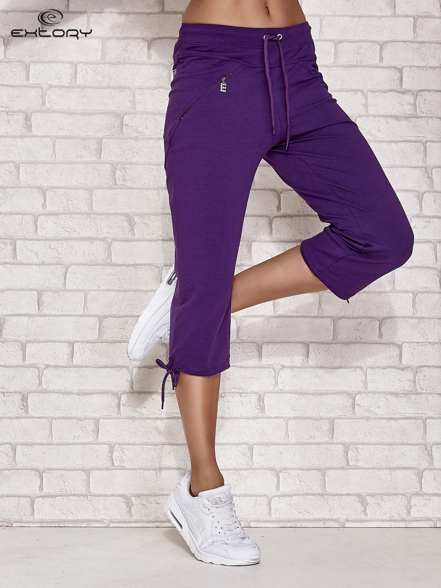 Fioletowe spodnie dresowe capri z kieszonką                                  zdj.                                  1