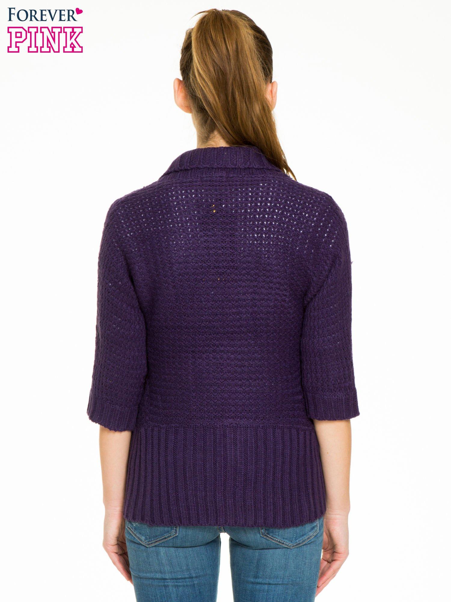 Fioletowy sweter narzutka z rękawem 3/4                                  zdj.                                  4