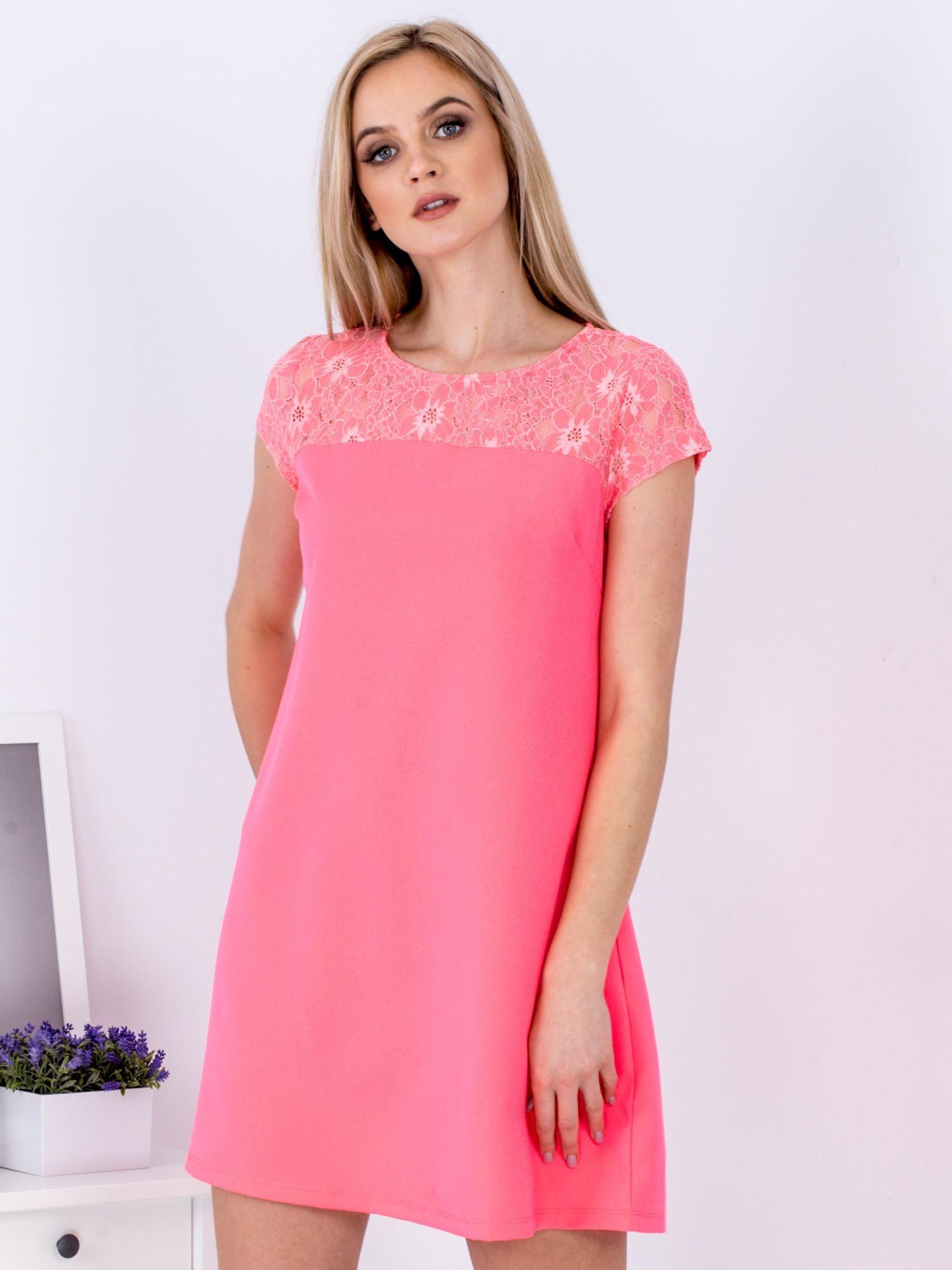 ba692d4d6a Fluo różowa trapezowa sukienka z koronkową górą - Sukienka ...