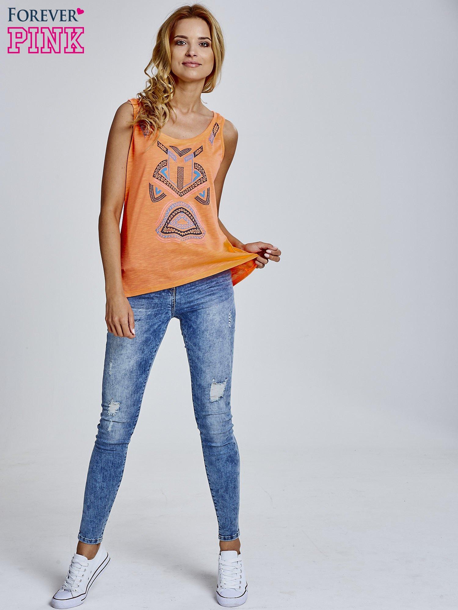 Fluopomarańczowy top z nadrukiem w azteckie wzory z przodu                                  zdj.                                  2