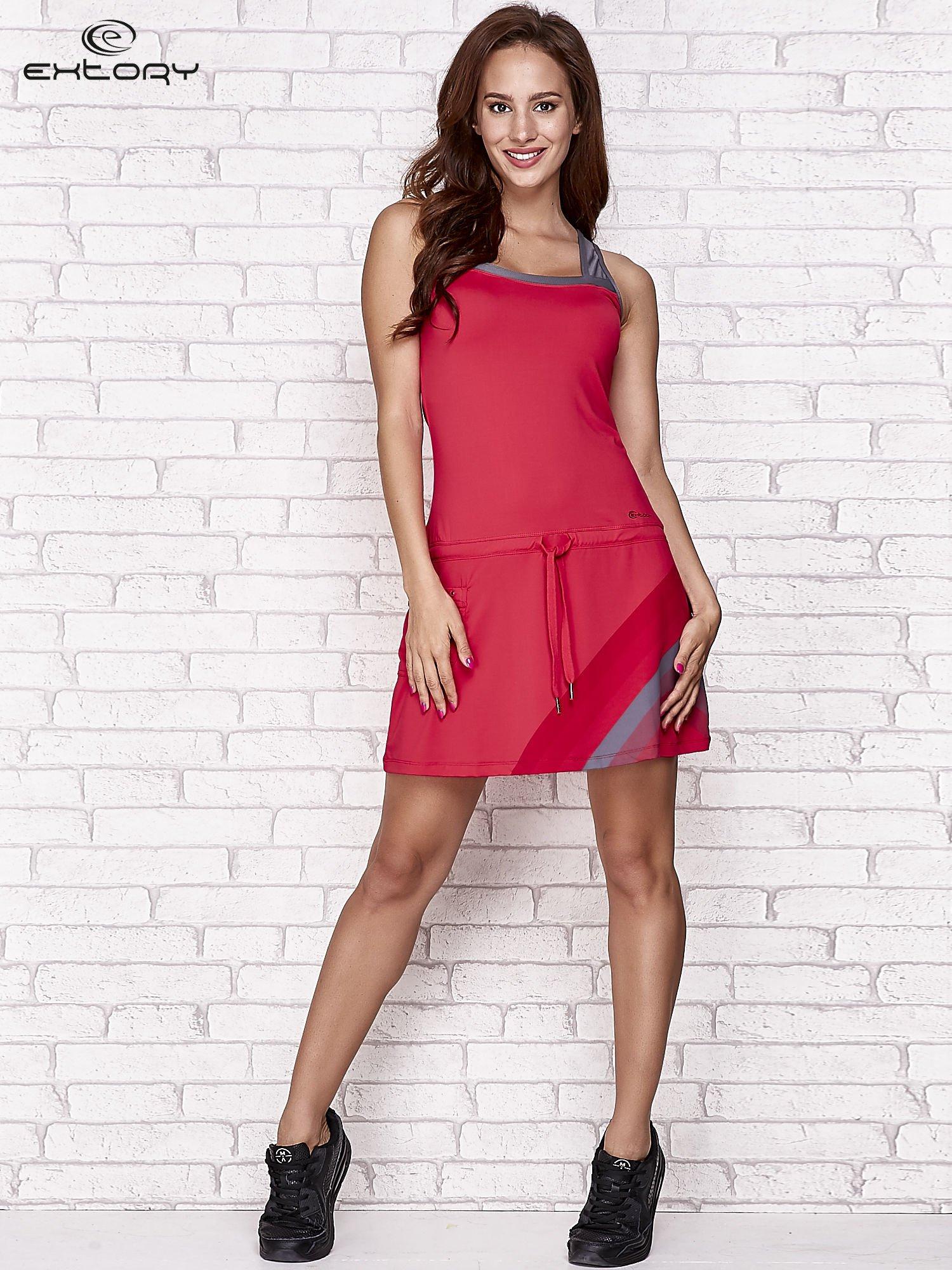 Fuksjowa sukienka sportowa z szarymi wstawkami                                  zdj.                                  2