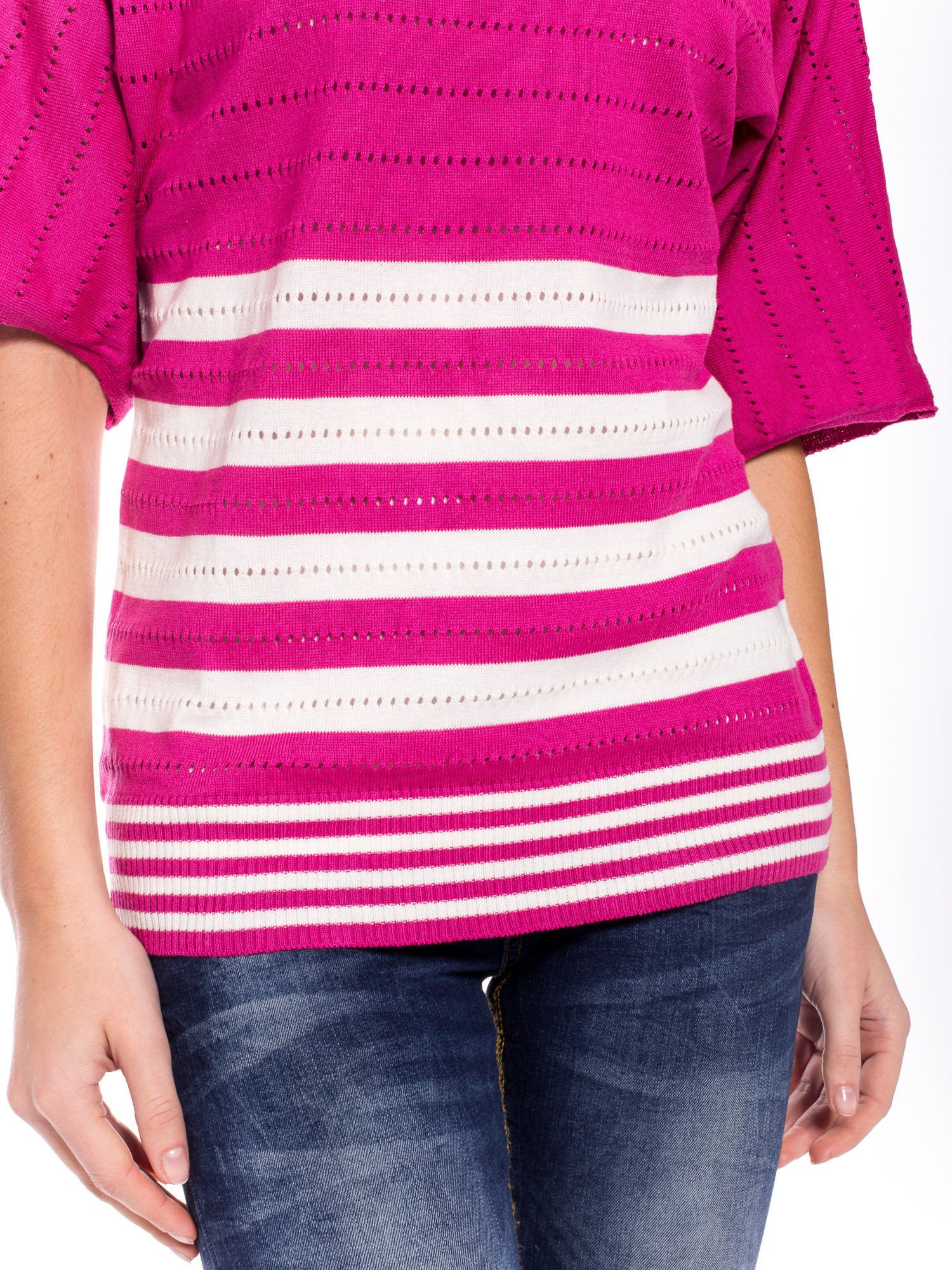 Fuksjowy sweter w paski z szerokim dekoltem                                  zdj.                                  5
