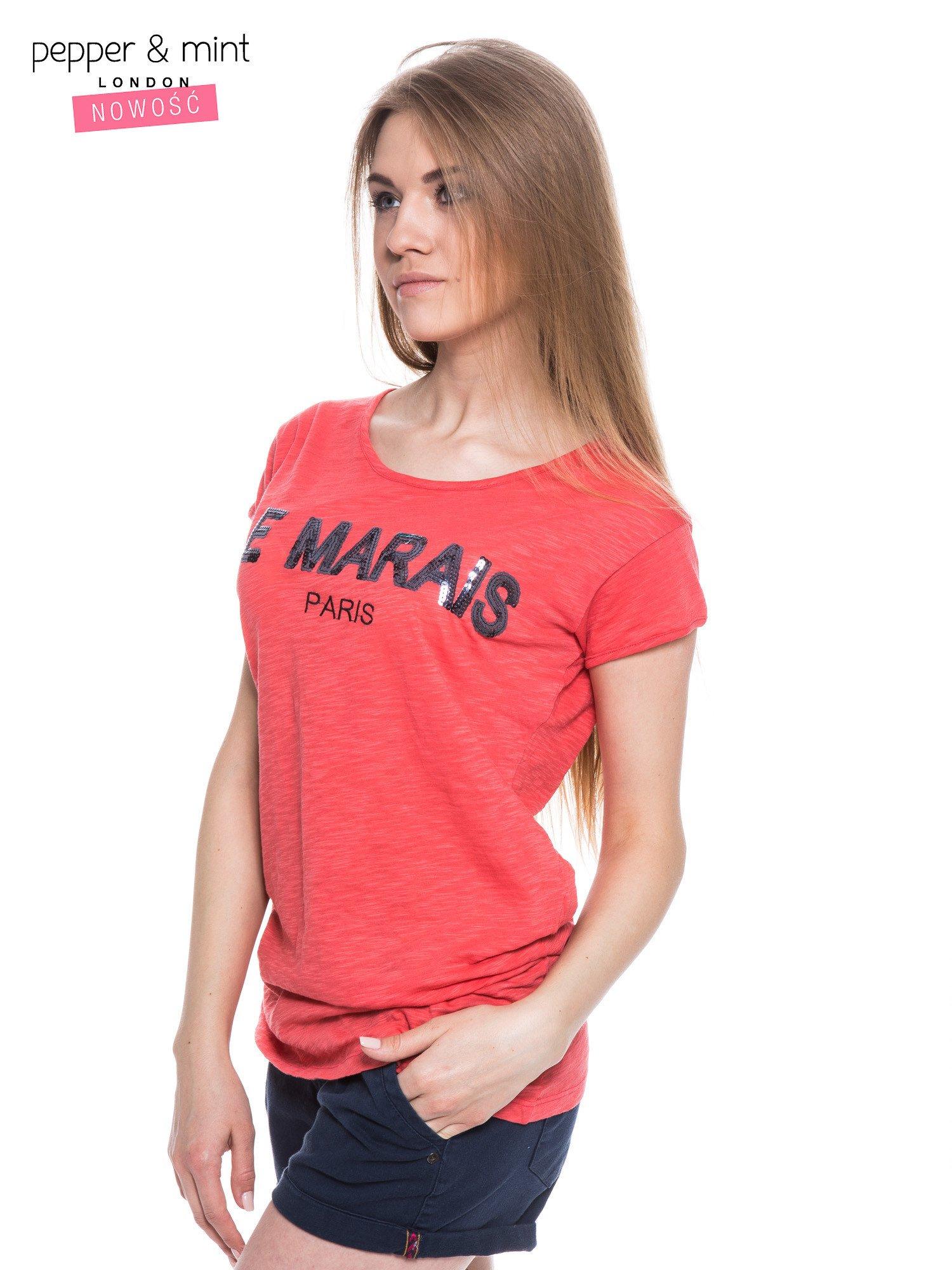Fuksjowy t-shirt z nadrukiem LE MARAIS                                  zdj.                                  2