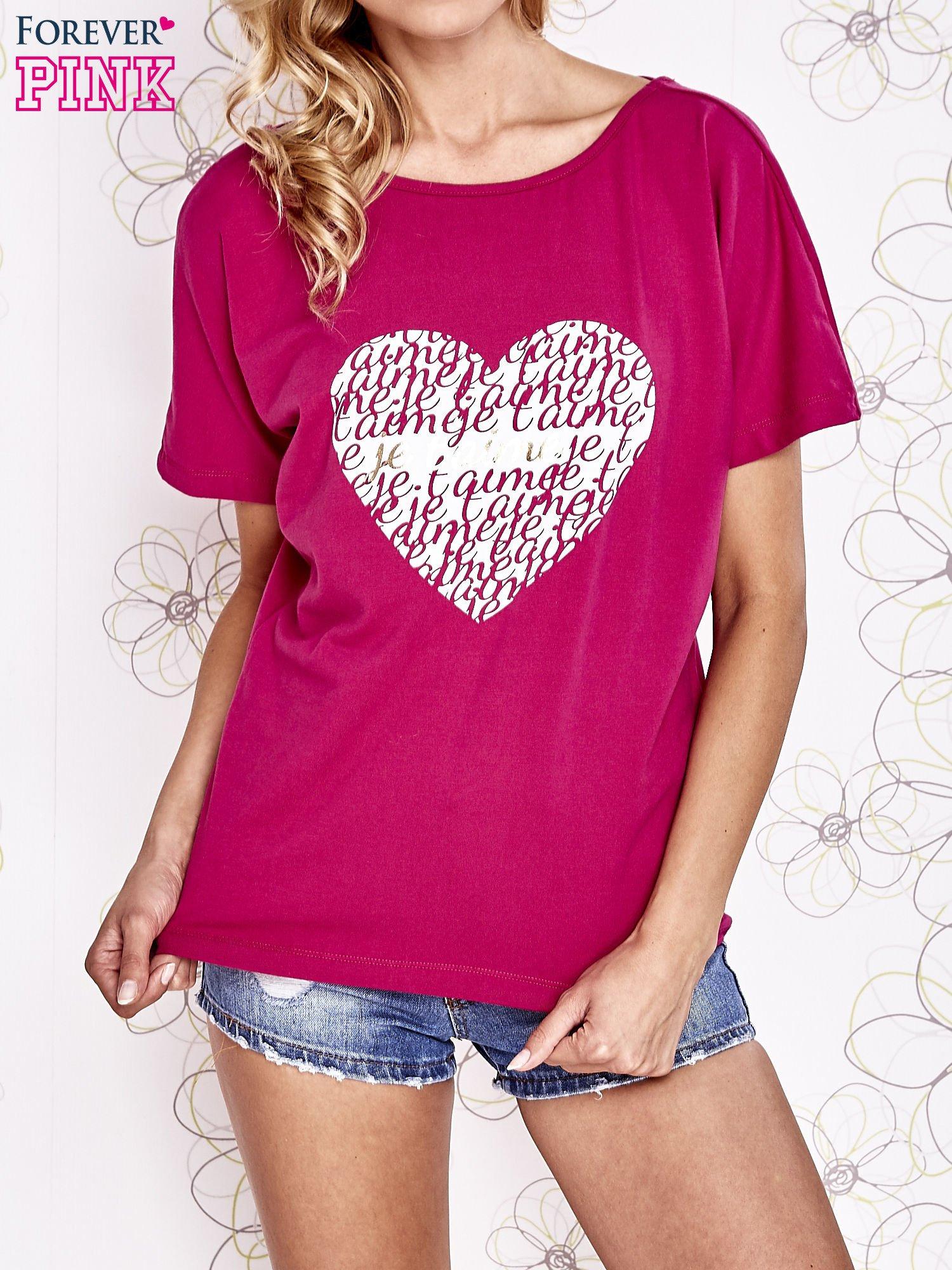 Fuksjowy t-shirt z napisem JE T'AIME i dekoltem na plecach                                  zdj.                                  1