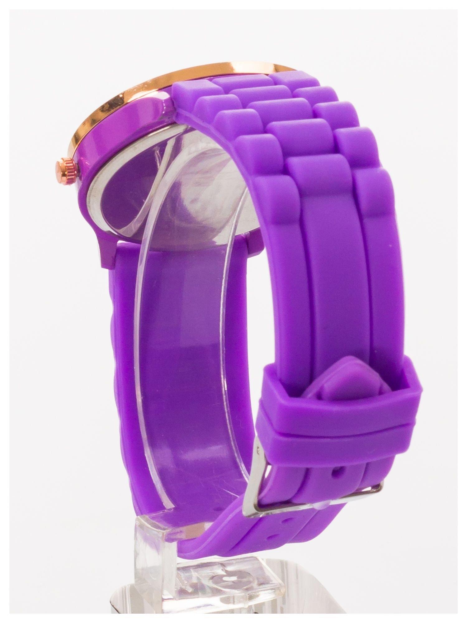 GENEVA Fioletowy zegarek damski z cyrkoniami na silikonowym pasku                                  zdj.                                  4