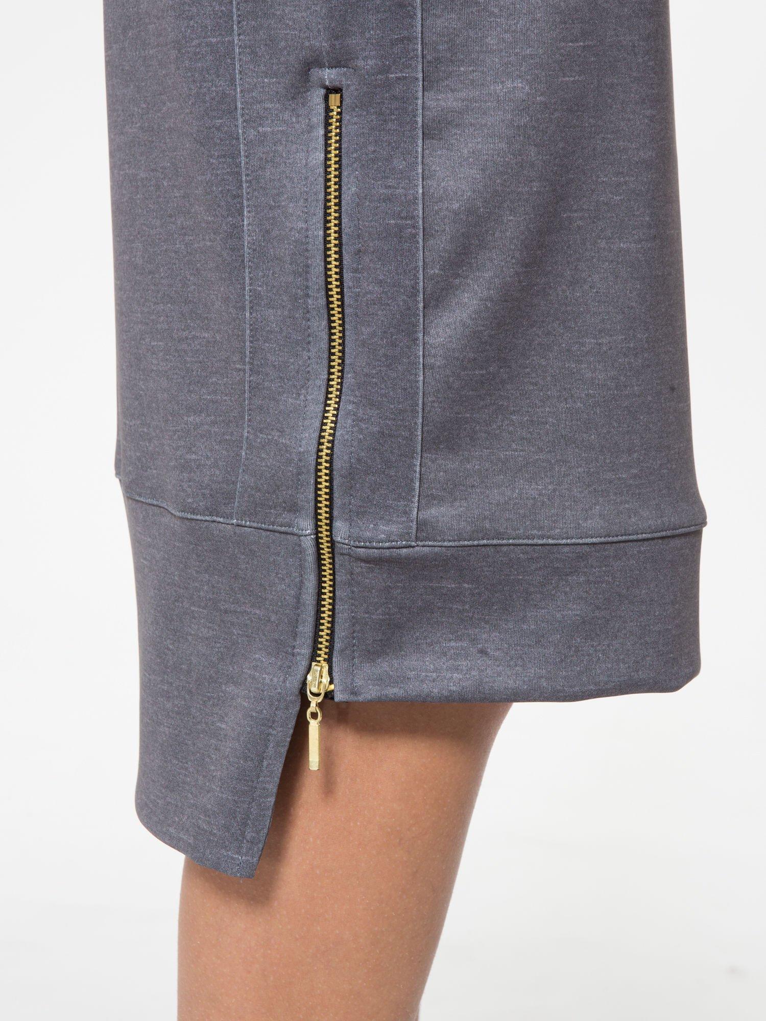 Grafitowa spódnica ołówkowa z wydłużonym tyłem                                  zdj.                                  7