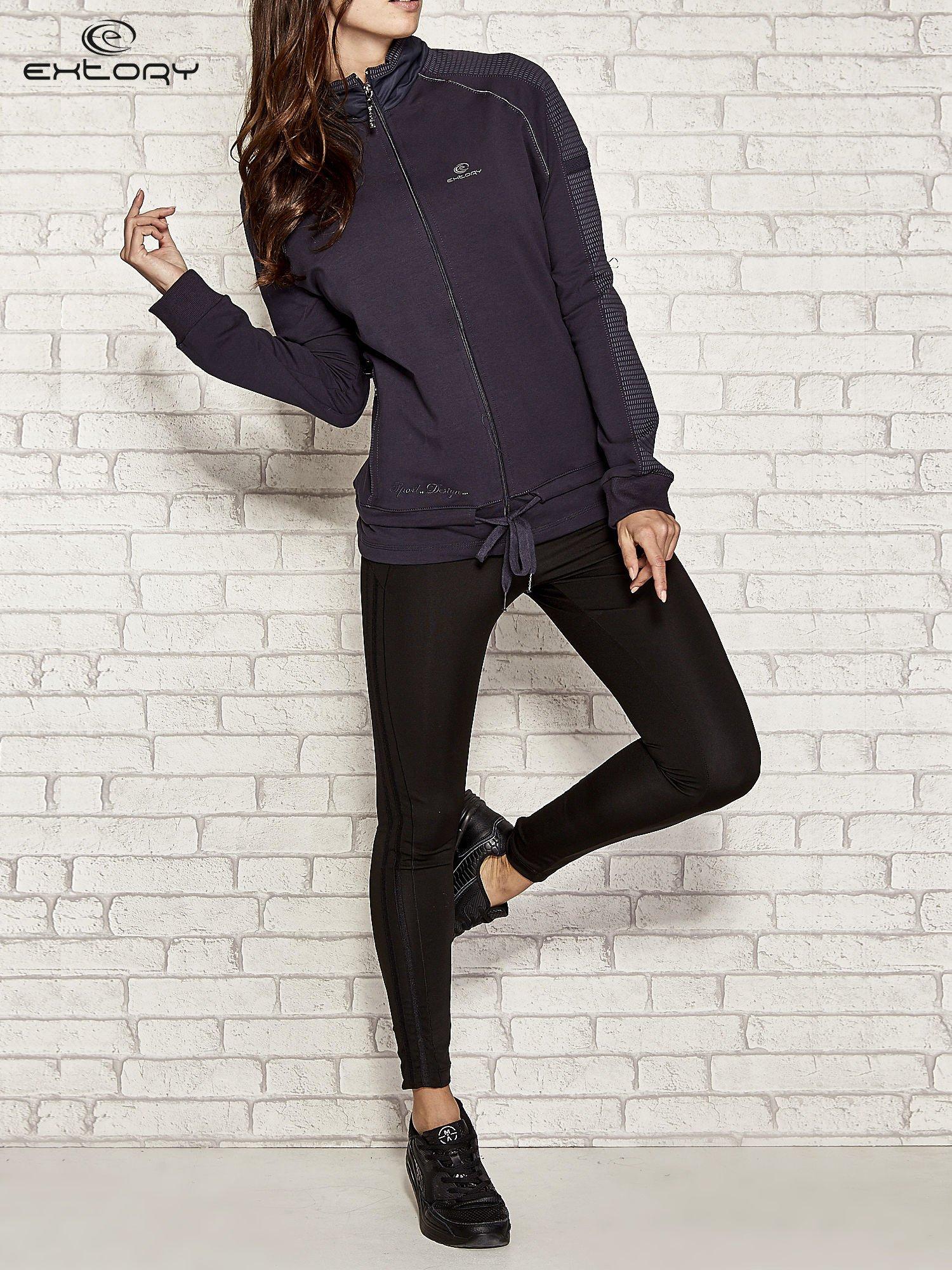 Granatowa bluza sportowa fitness z wiązaniem                                  zdj.                                  2