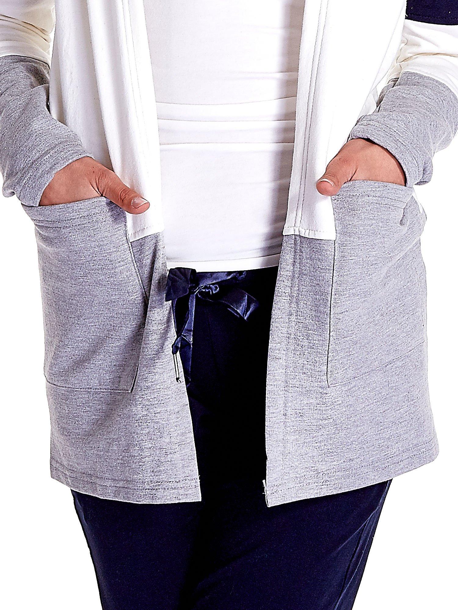 Granatowa bluza w szerokie kolorowe pasy                                  zdj.                                  6