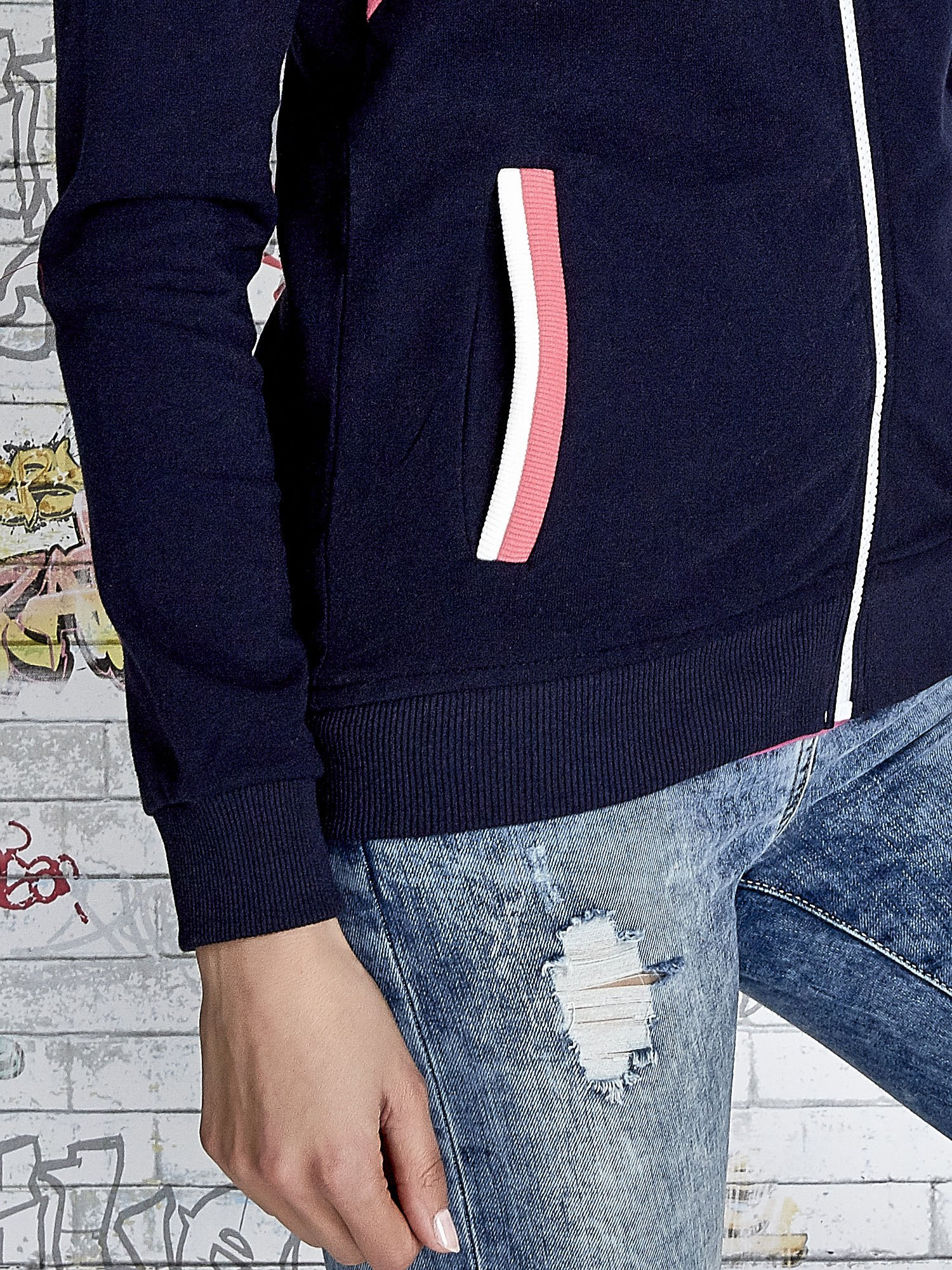 Granatowa bluza z kolorowymi wstawkami                                  zdj.                                  7