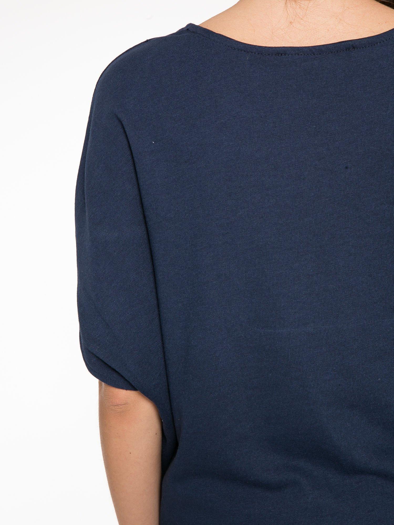Granatowa bluza z nadrukiem tarczy zodiakalnej i szerokimi rękawami                                  zdj.                                  12