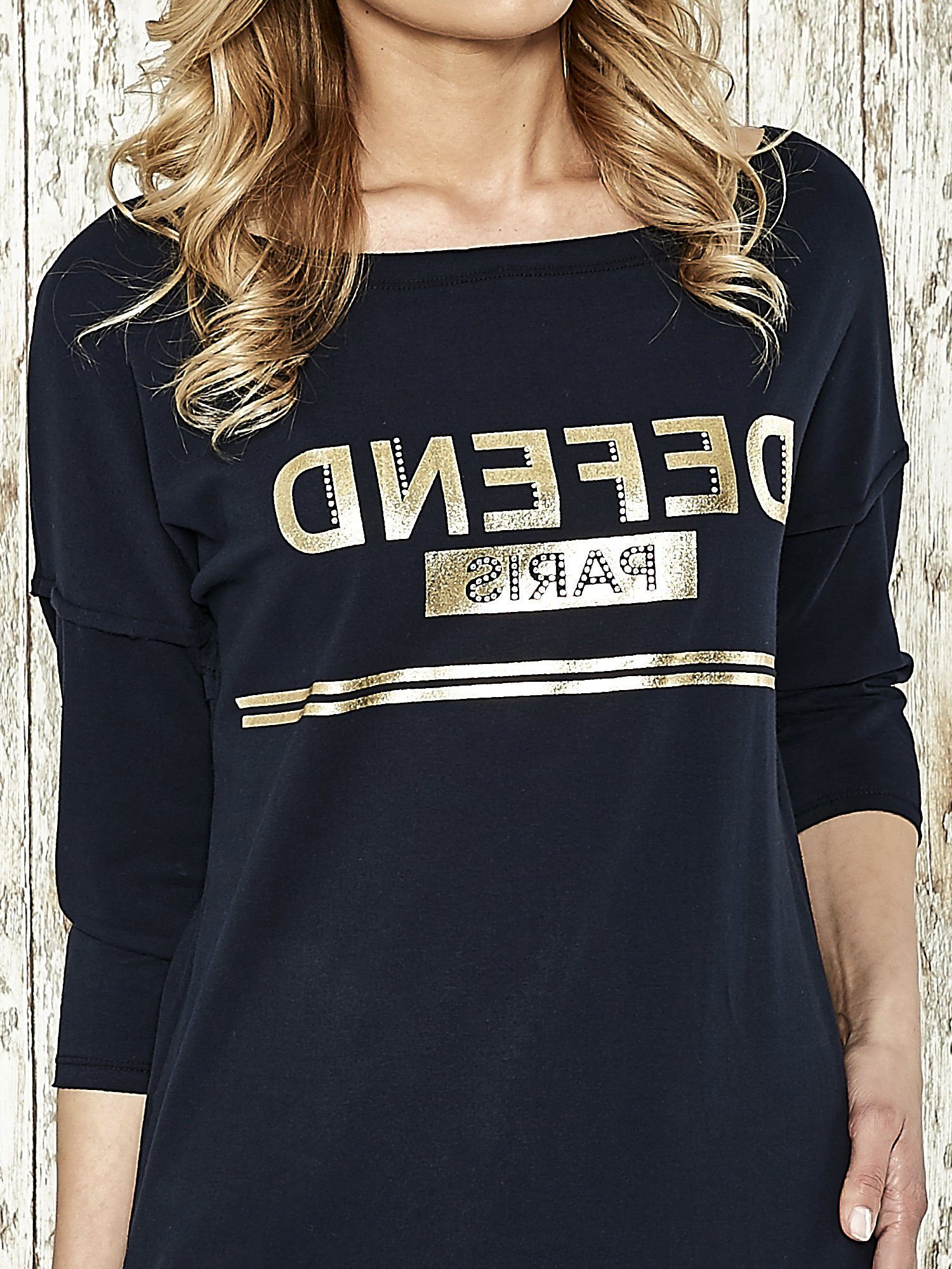 Granatowa bluza ze złotym napisem i suwakiem                                  zdj.                                  4