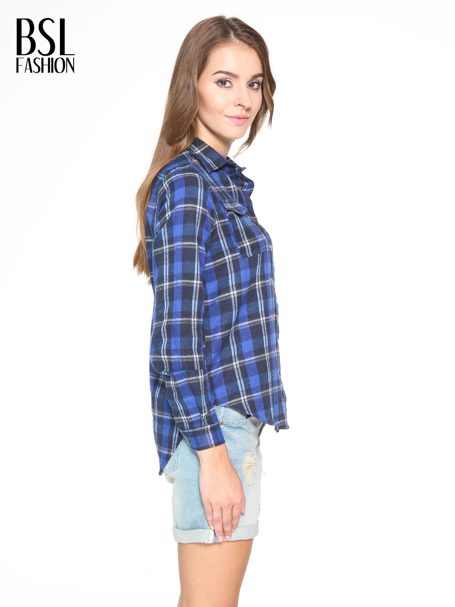 Granatowa damska koszula w kratę z kieszonkami                                  zdj.                                  3