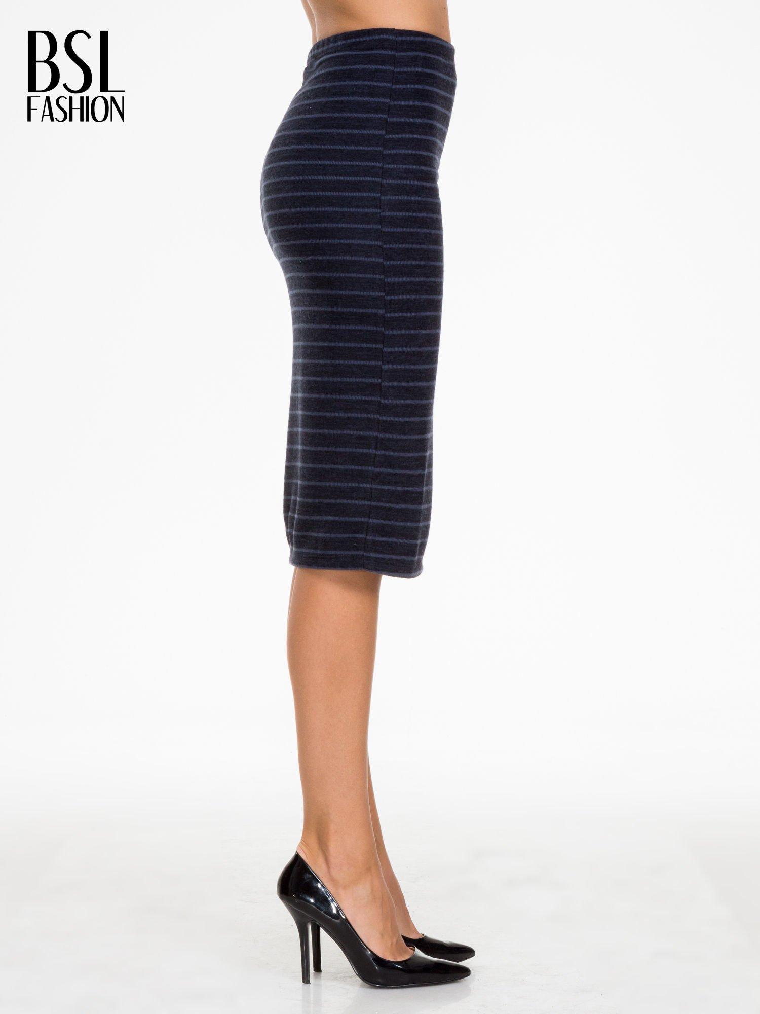 Granatowa dzianinowa spódnica w paski za kolano                                  zdj.                                  3