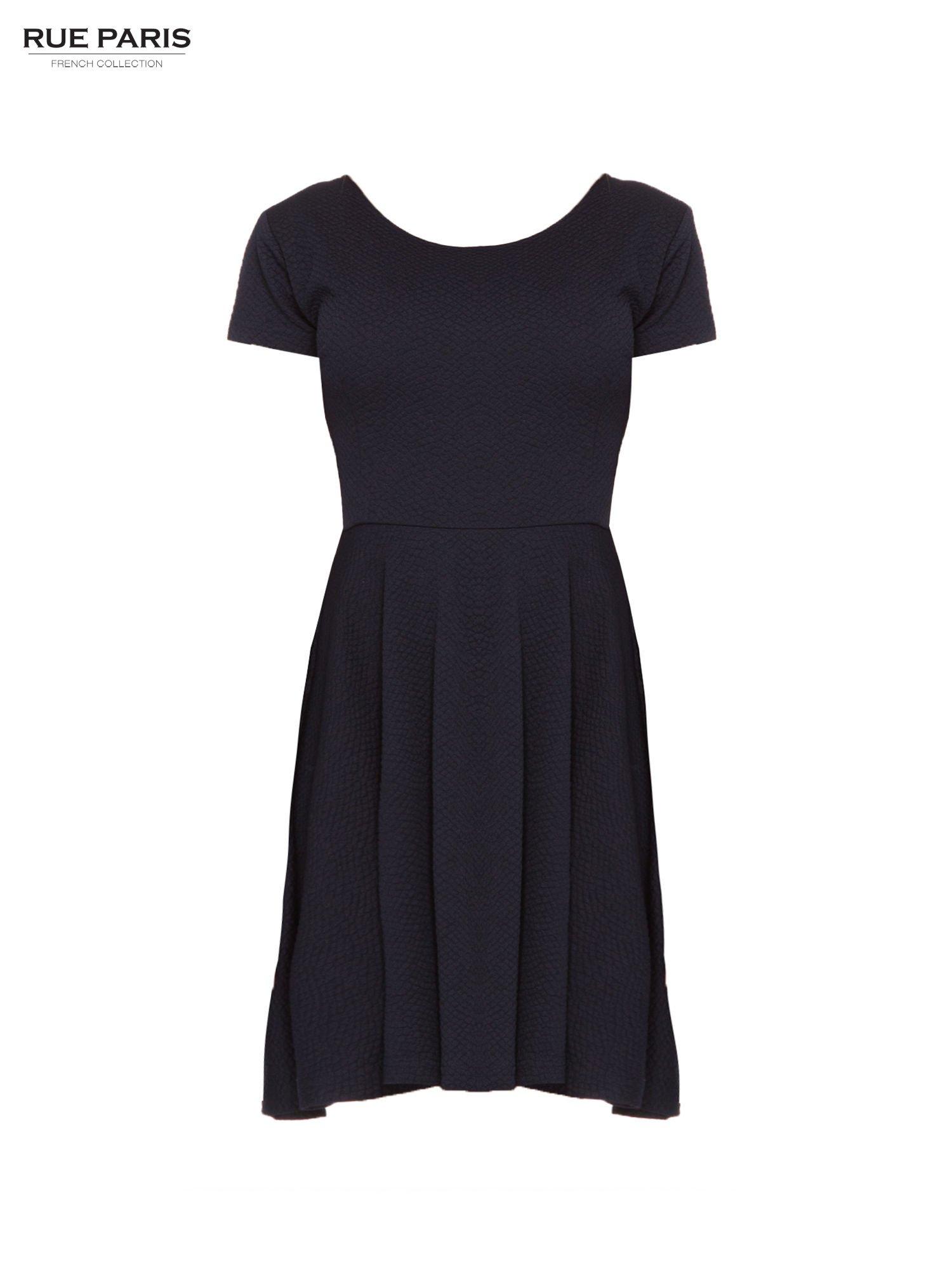 Granatowa fakturowana sukienka z zakładkami i zamkiem z tyłu                                  zdj.                                  5