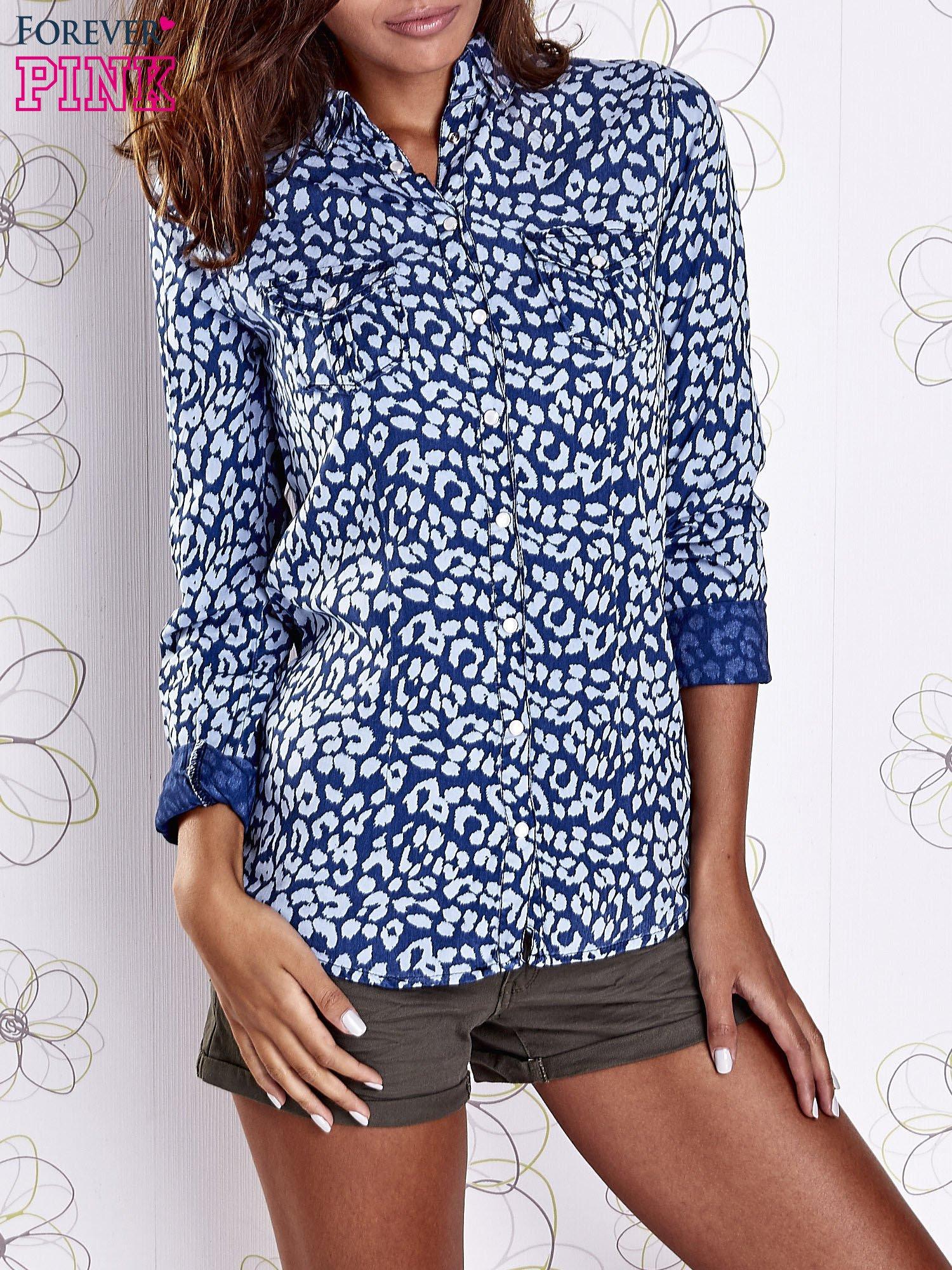 Granatowa koszula w panterkę z podwijanymi rękawami                                  zdj.                                  1