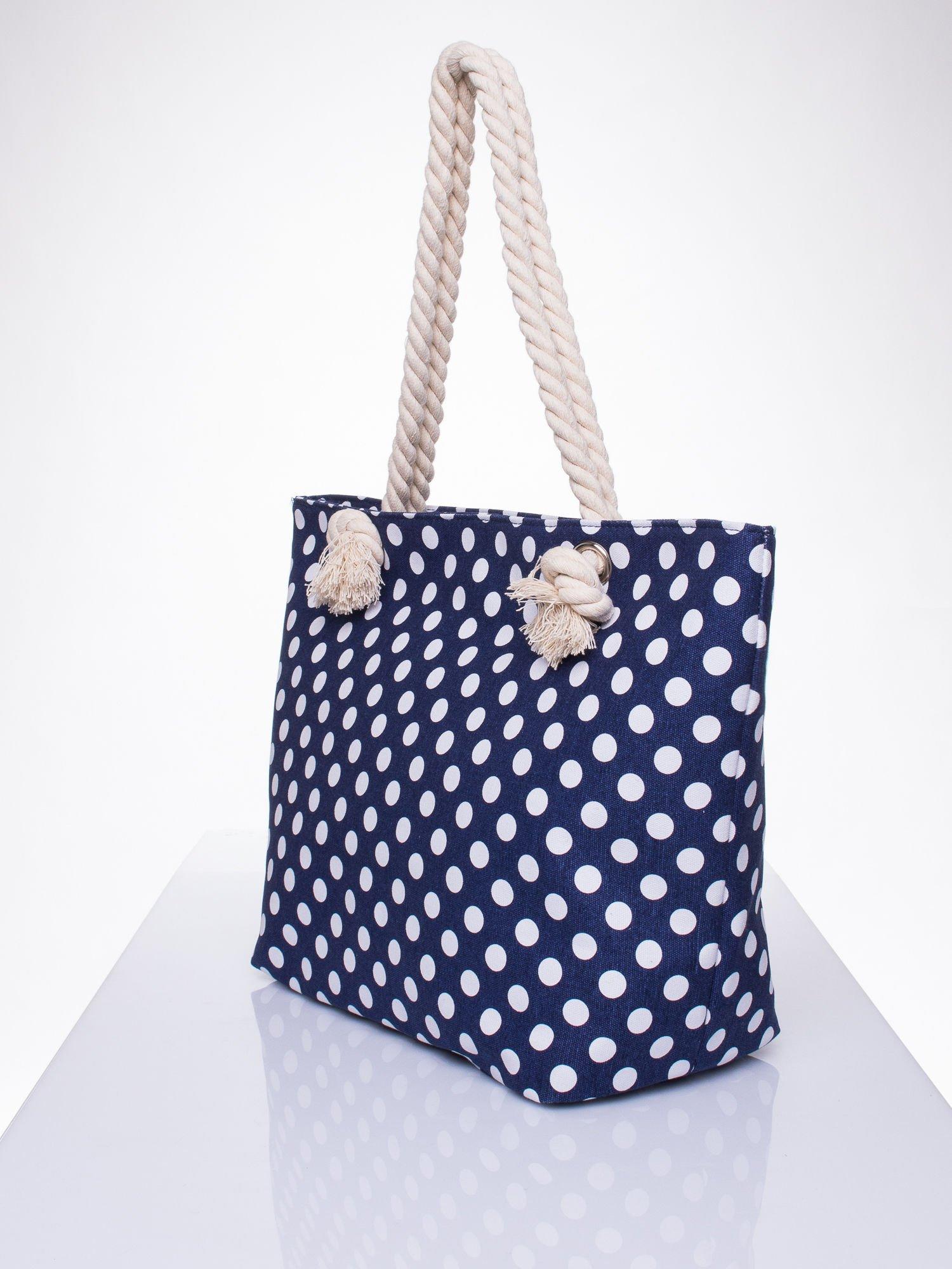 Granatowa plażowa torba w grochy na sznurku                                  zdj.                                  2