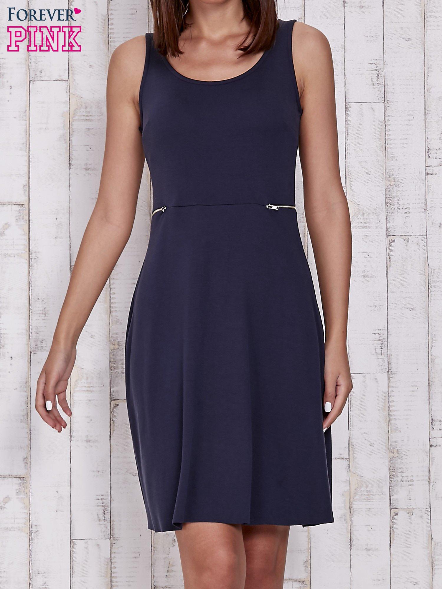 Granatowa rozkloszowana sukienka z suwakami w talii                                  zdj.                                  1