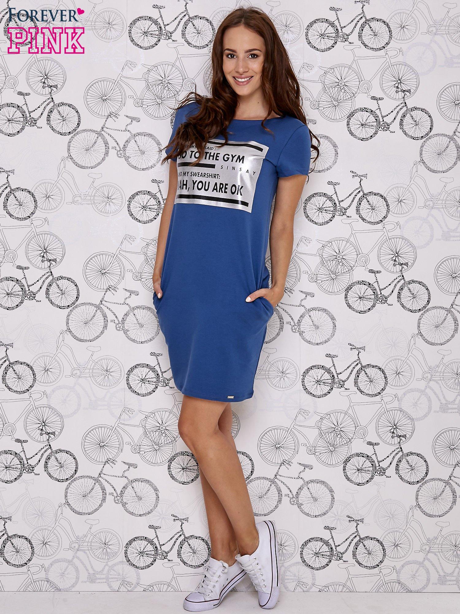 Granatowa sukienka dresowa z napisem GO TO THE GYM                                  zdj.                                  2