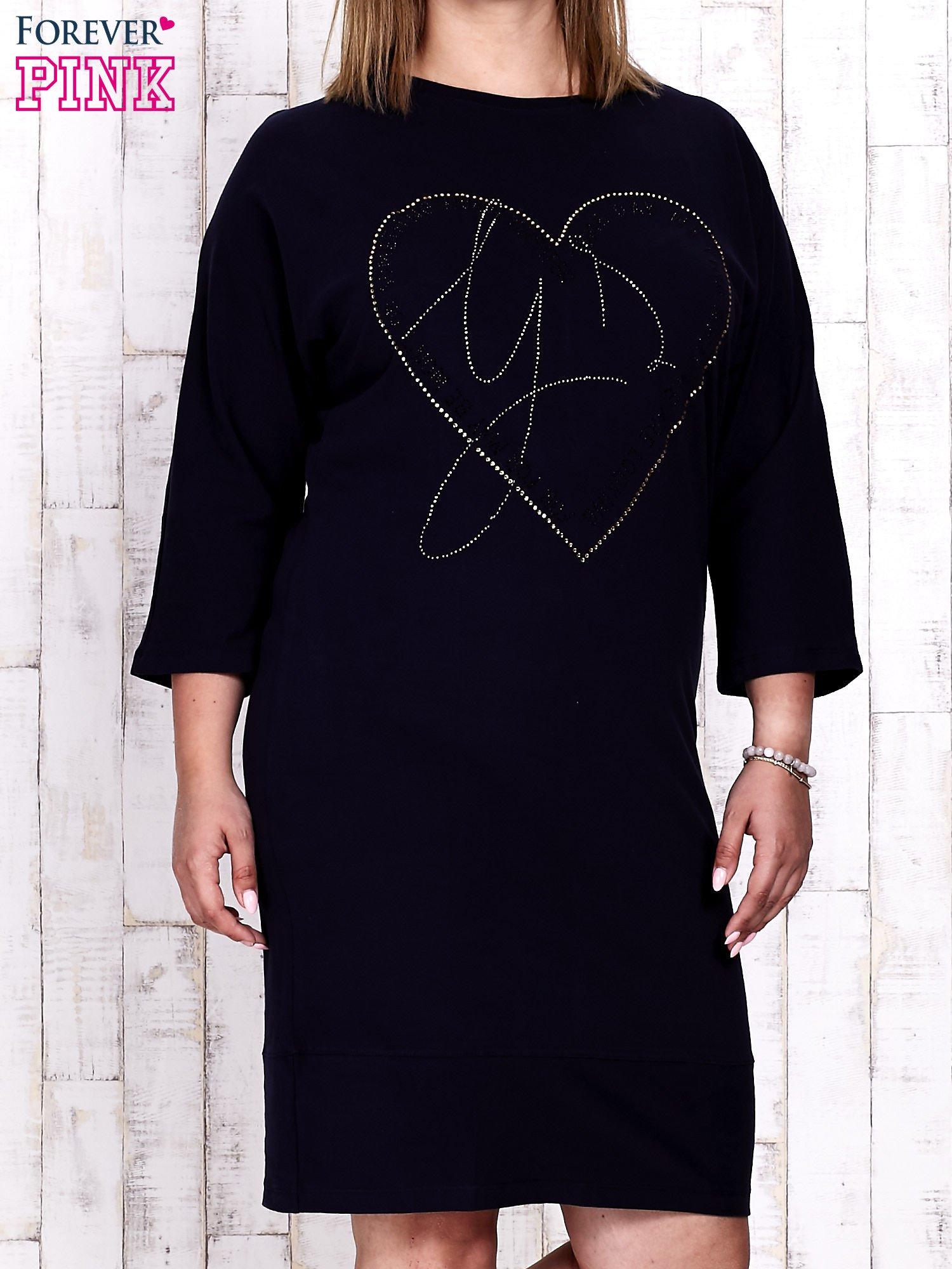 Granatowa sukienka dresowa z sercem z dżetów PLUS SIZE                                  zdj.                                  1
