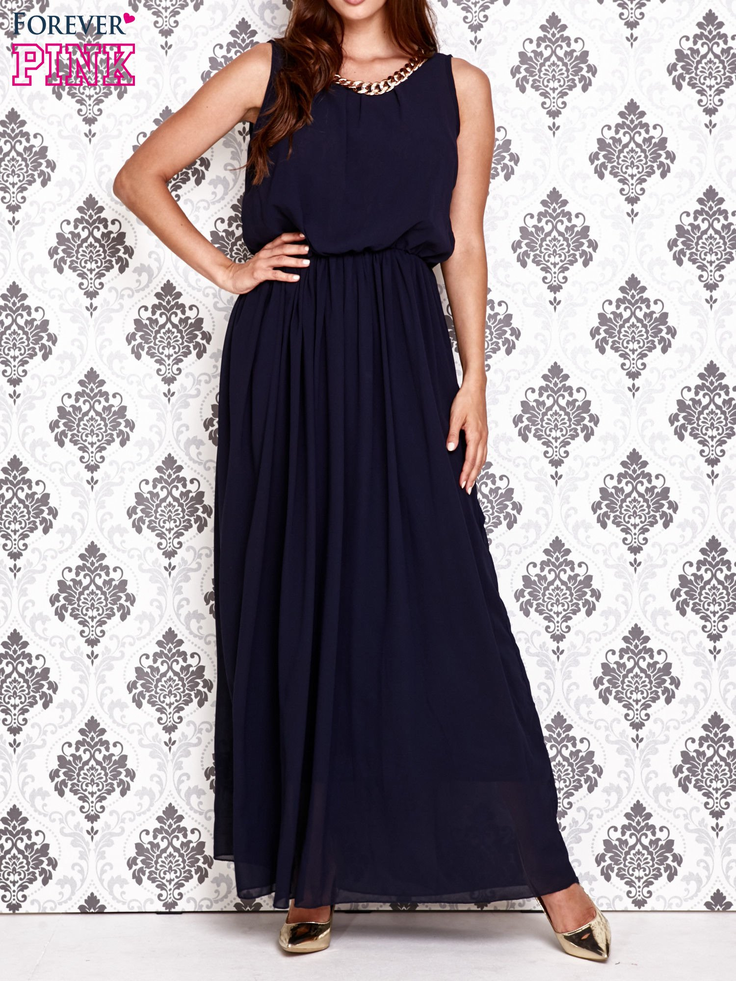 Granatowa sukienka maxi z łańcuchem przy dekolcie                                  zdj.                                  1