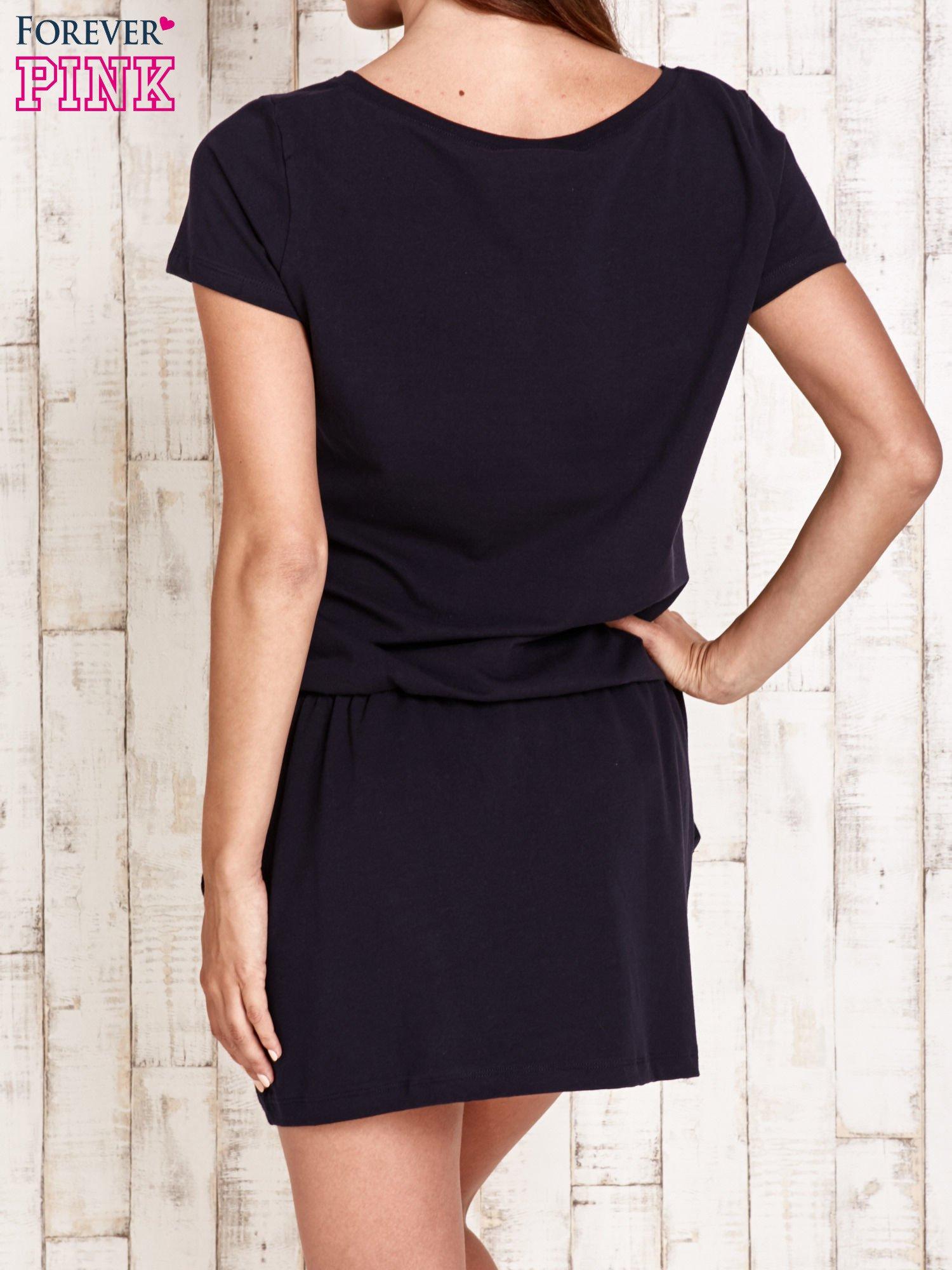 Granatowa sukienka z kieszonkami                                  zdj.                                  4