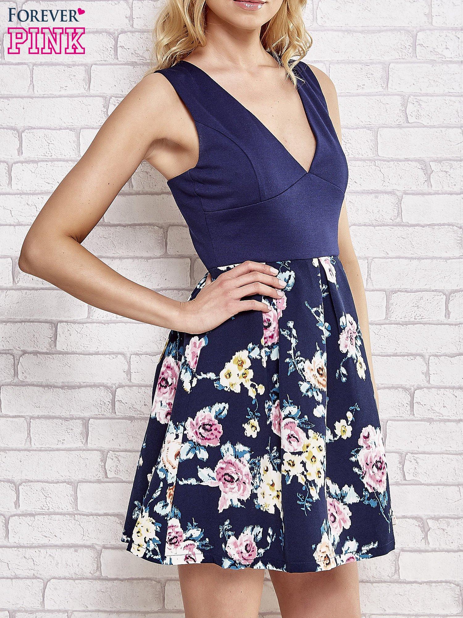 Granatowa sukienka z kwiatowym dołem i z suwakiem z tyłu                                  zdj.                                  3