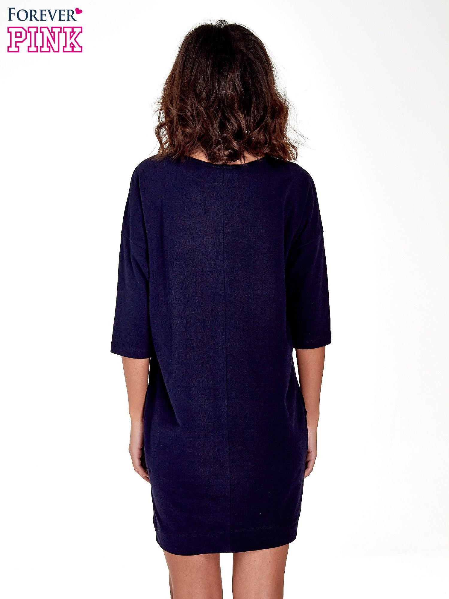 Granatowa sukienka z rękawem za łokieć                                  zdj.                                  4