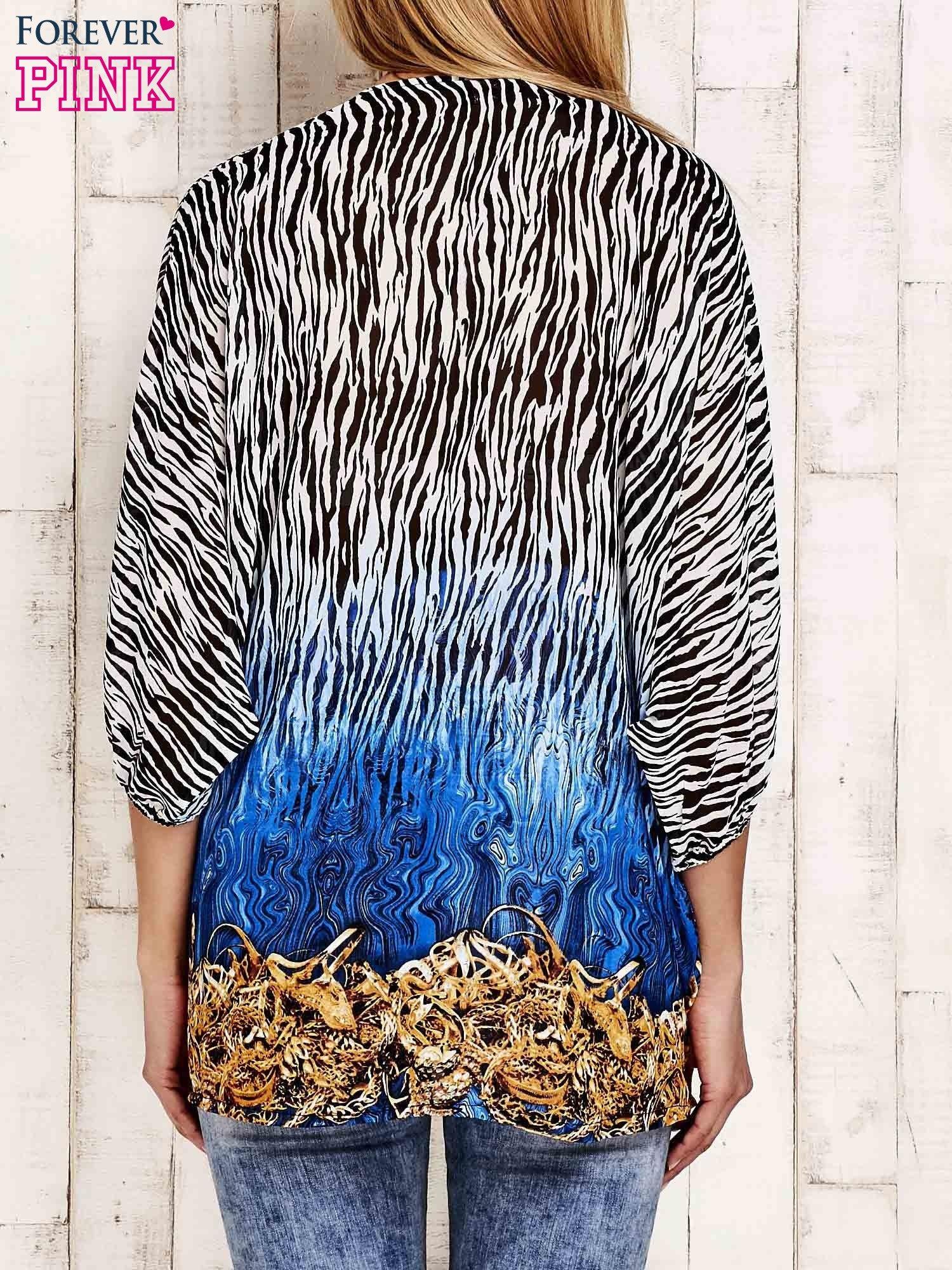 Granatowa wzorzysta koszula oversize z dekoltem z cyrkonii                                  zdj.                                  2
