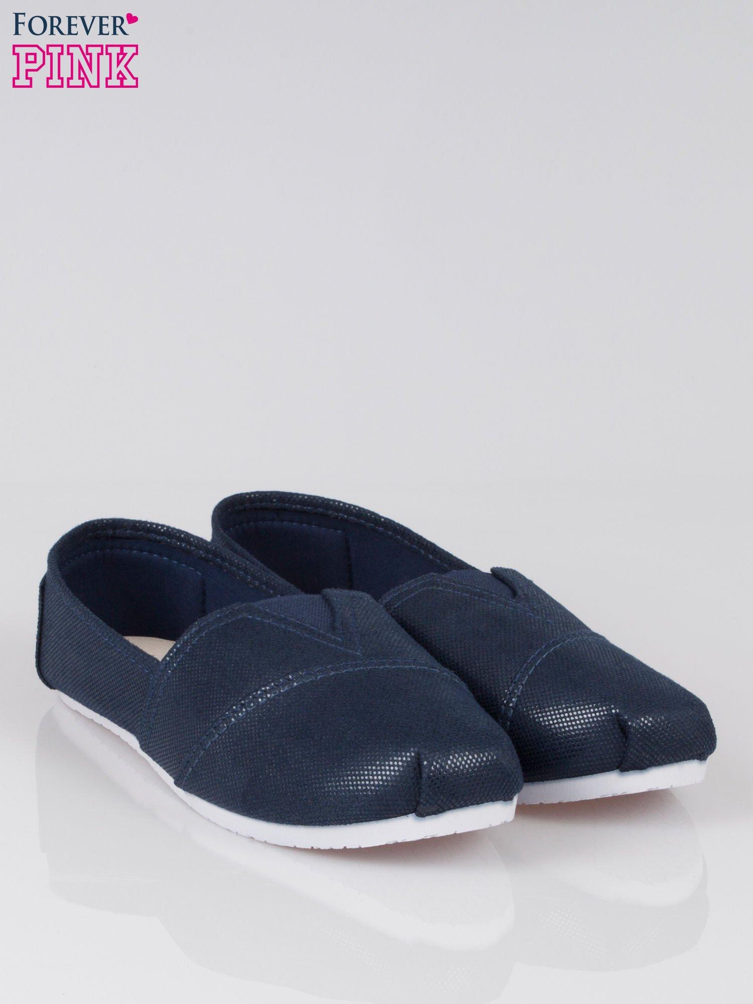 Granatowe buty sliponki z efektem skóry jaszczurki                                  zdj.                                  2