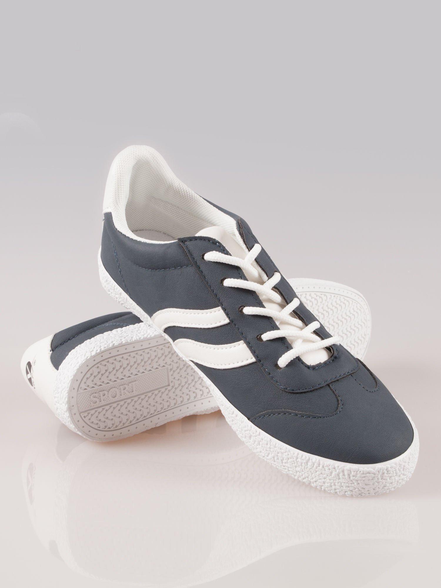 Granatowe buty sportowe w stylu casual Kash                                  zdj.                                  4