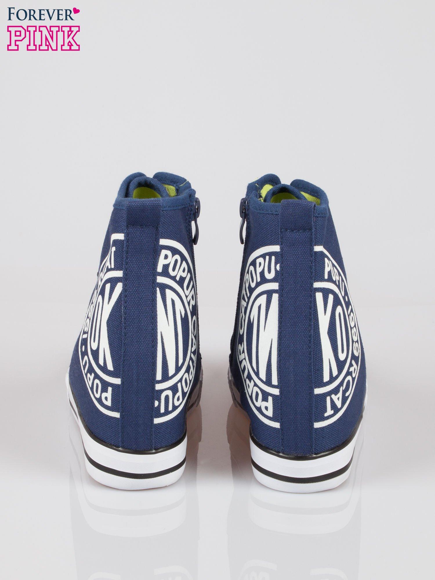 Granatowe trampki na koturnie sneakersy z logo                                  zdj.                                  3