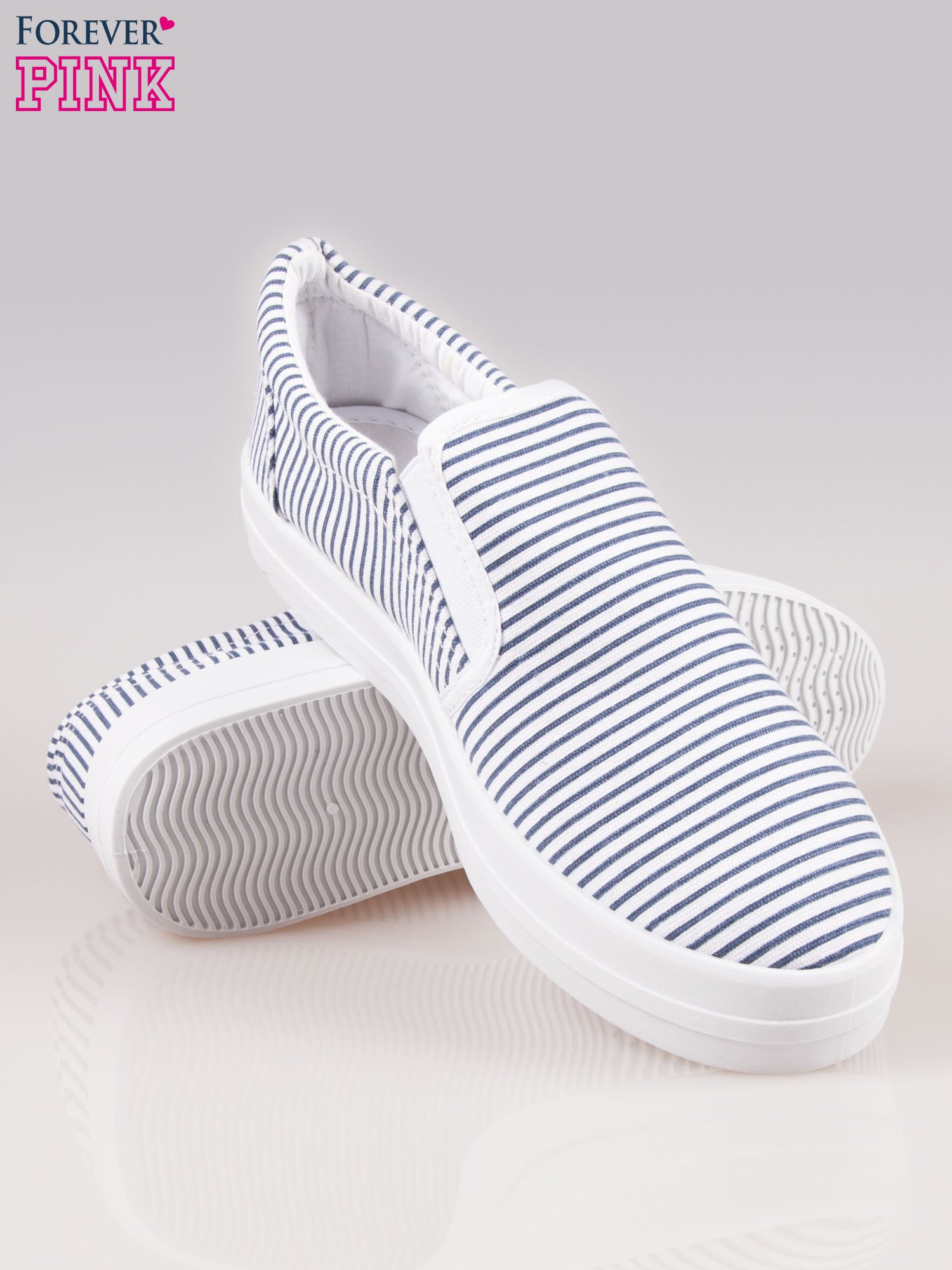 Granatowo-białe buty slip on w paski na grubej podeszwie                                  zdj.                                  4