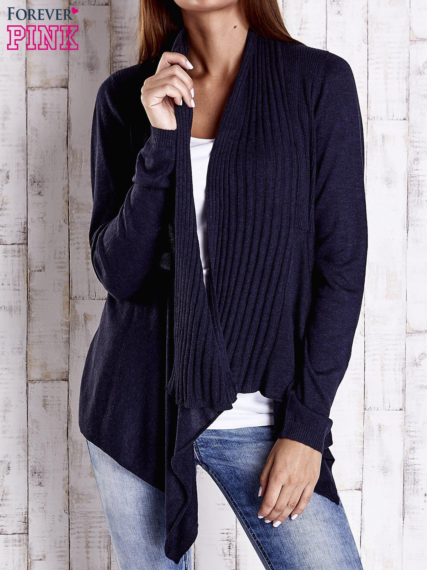Granatowy długi sweter z wykończeniem w prążki                                  zdj.                                  1