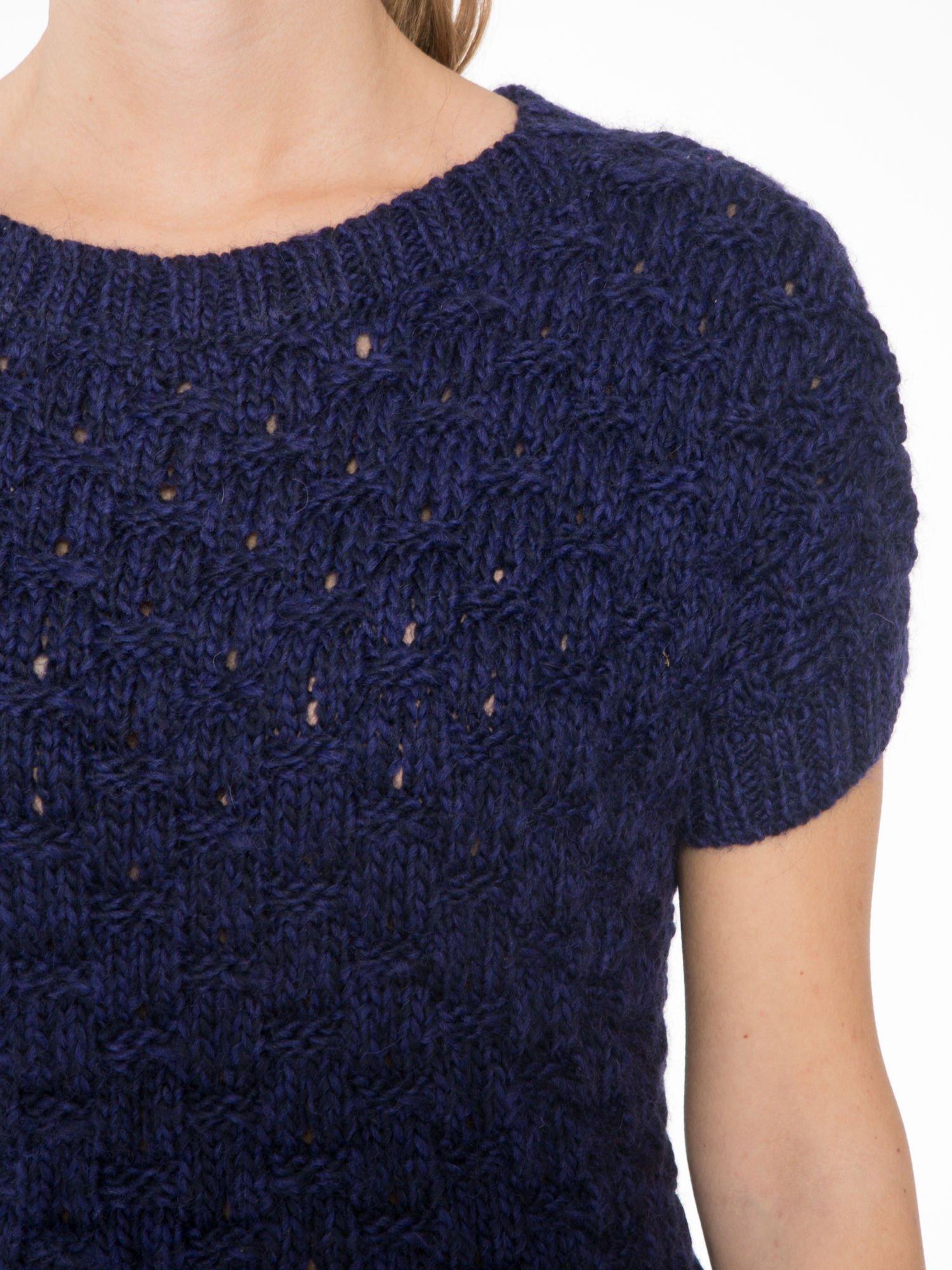 Granatowy dziergany sweterek z krótkim rękawem                                  zdj.                                  5